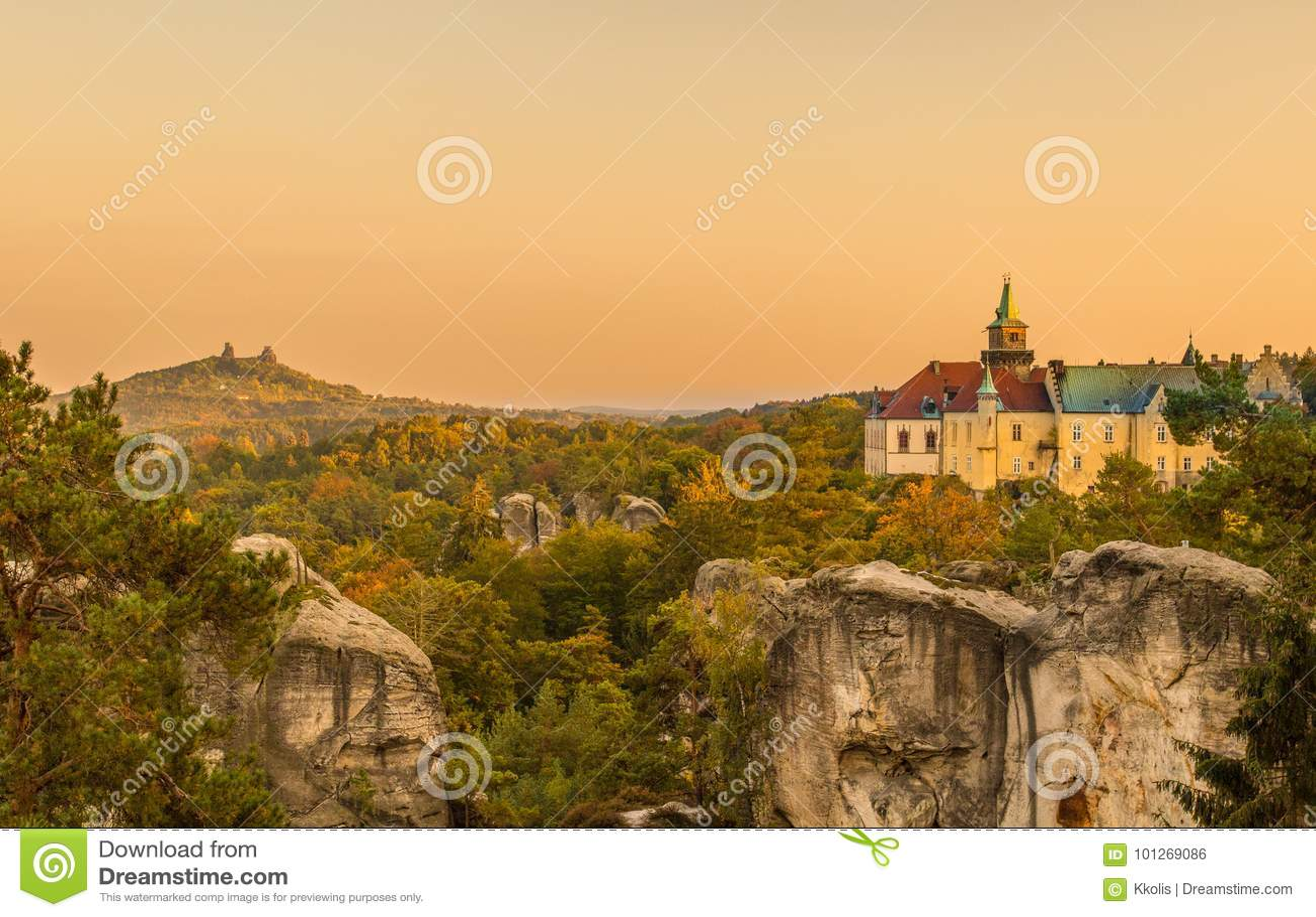 Castelo velho da fantasia e cenário medieval do castelo