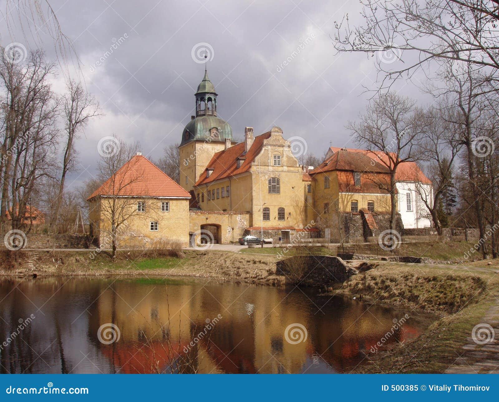 Castelo velho em Latvia