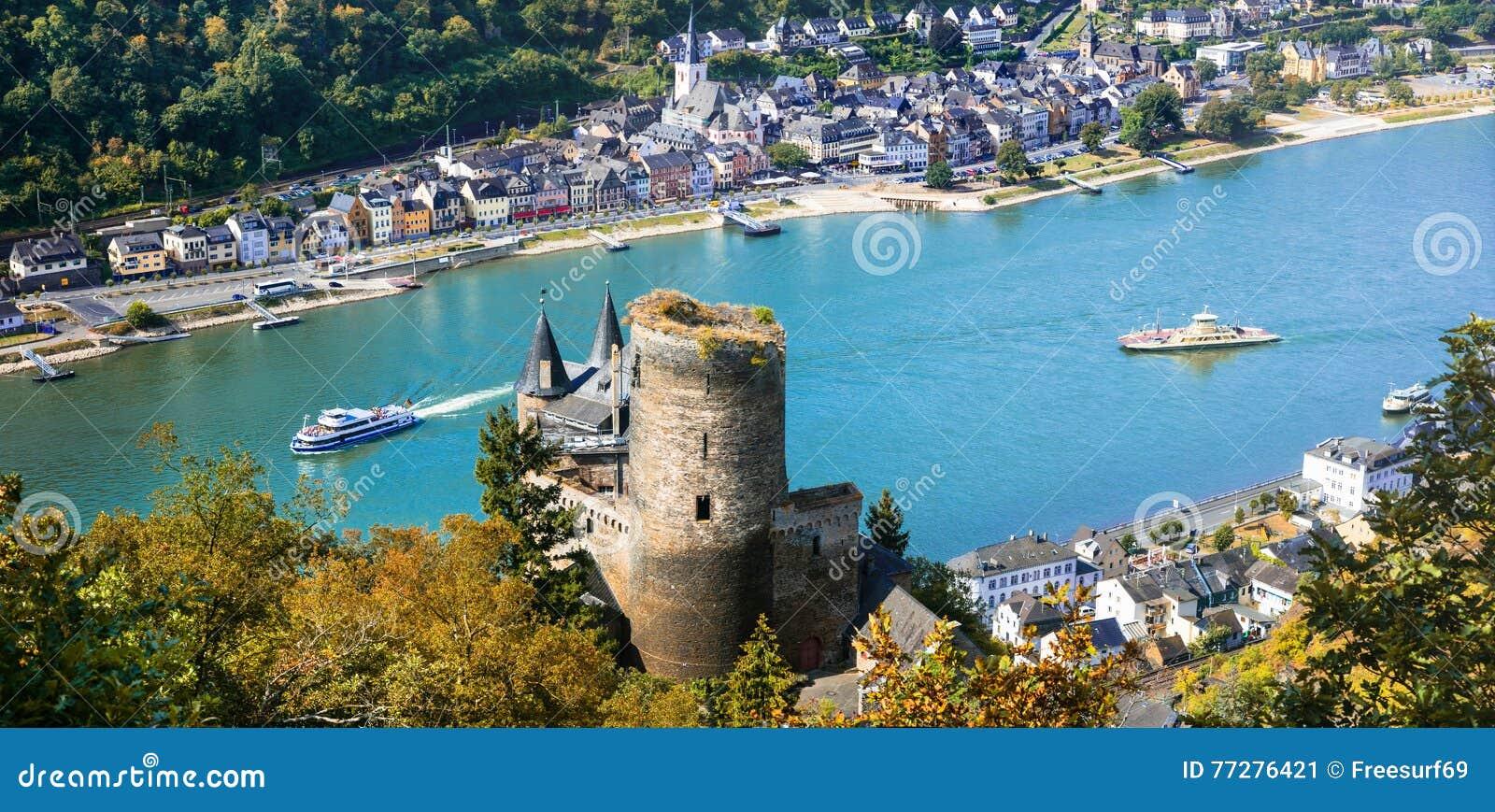 Castelos românticos bonitos do rio de Rhein vista do castelo a de Katz