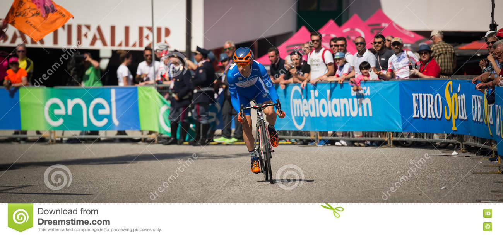 Castelrotto, Ιταλία στις 22 Μαΐου 2016  Ο επαγγελματικός ποδηλάτης κατά τη διάρκεια μιας δοκιμής δυσκολίας αναρριχείται
