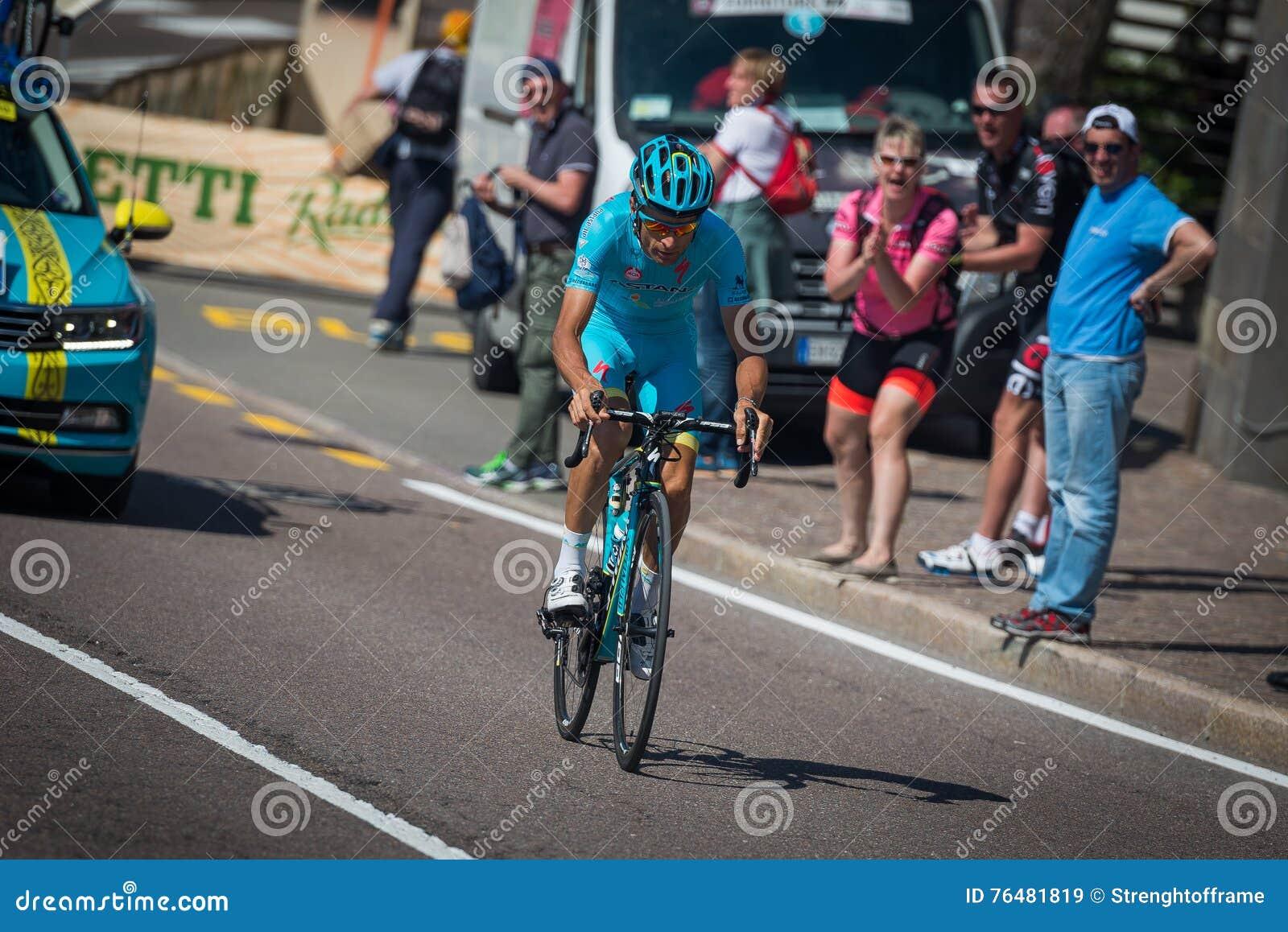 Castelrotto, Italie le 22 mai 2016 ; Cycliste professionnel pendant une montée d essai de difficulté