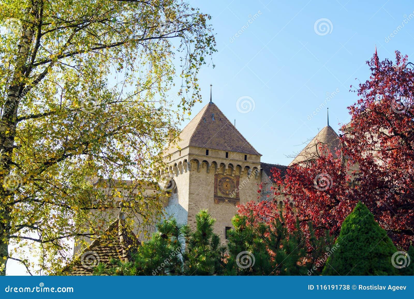 Castillo de Chillon en el lago Lemán en montañas de las montañas, Montreux, Switz