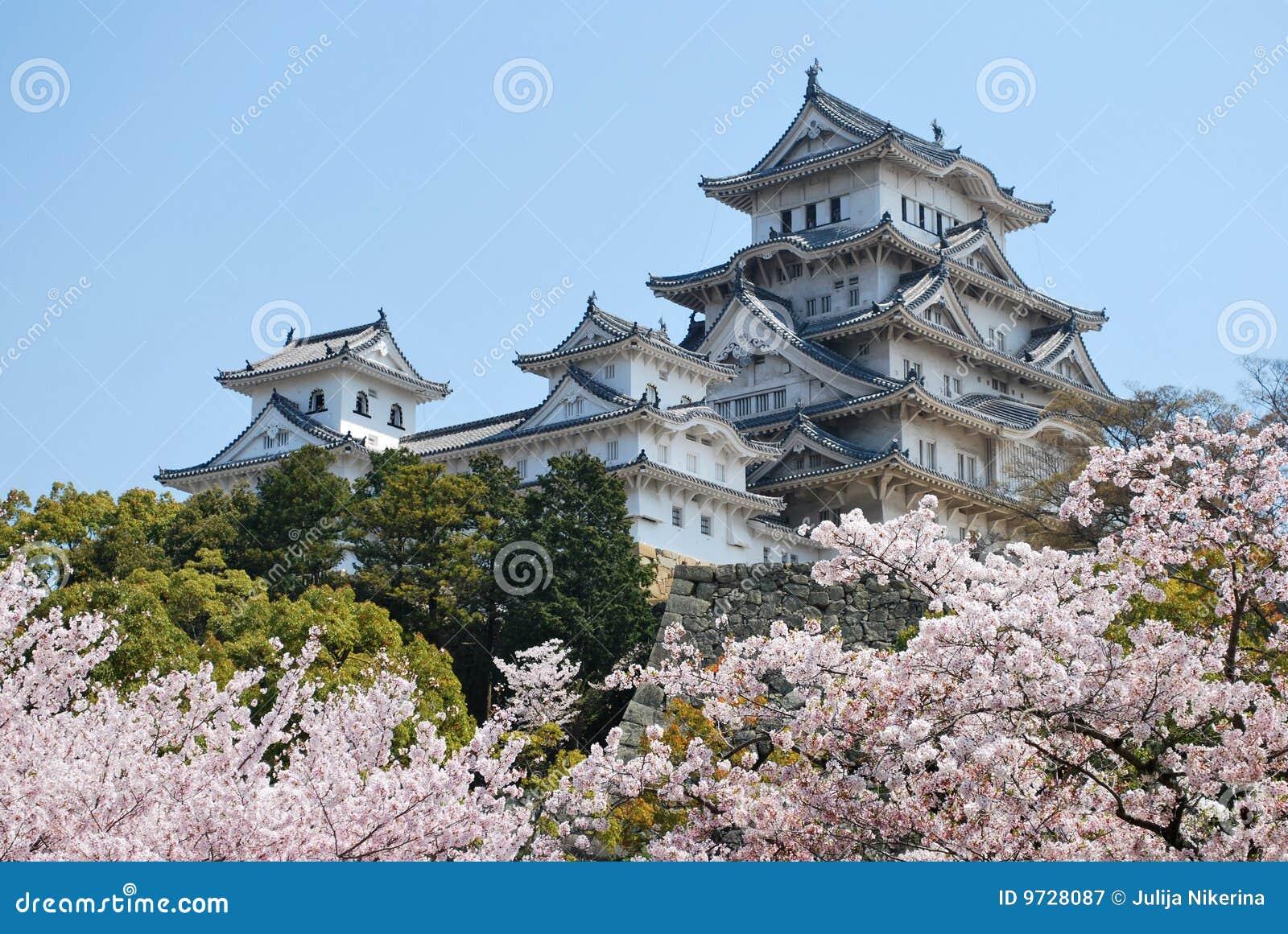 Castillo de Himeji durante el flor de cereza