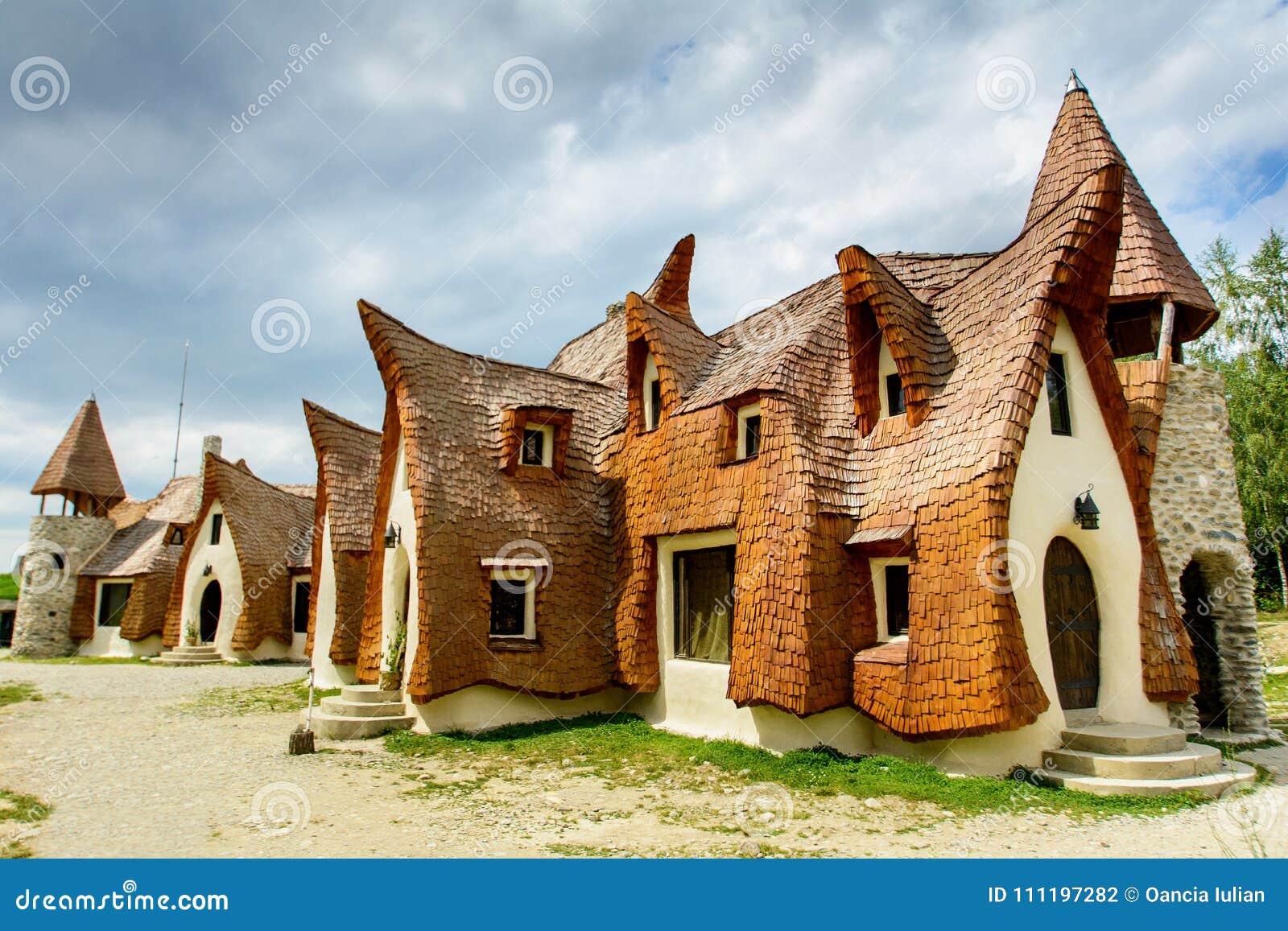 Castillo de la arcilla del pueblo de Porumbacu de Sus, Sibiu, Transilvania, rumania