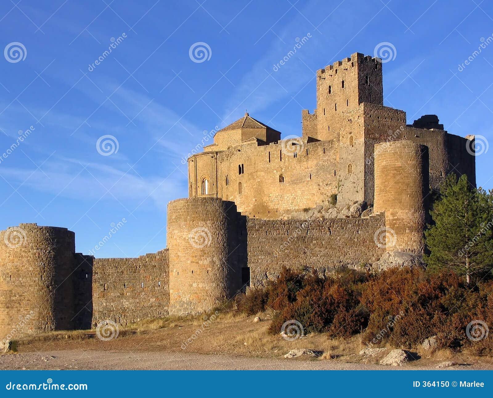 Castillo de Loarre en el ligth 2 de la mañana