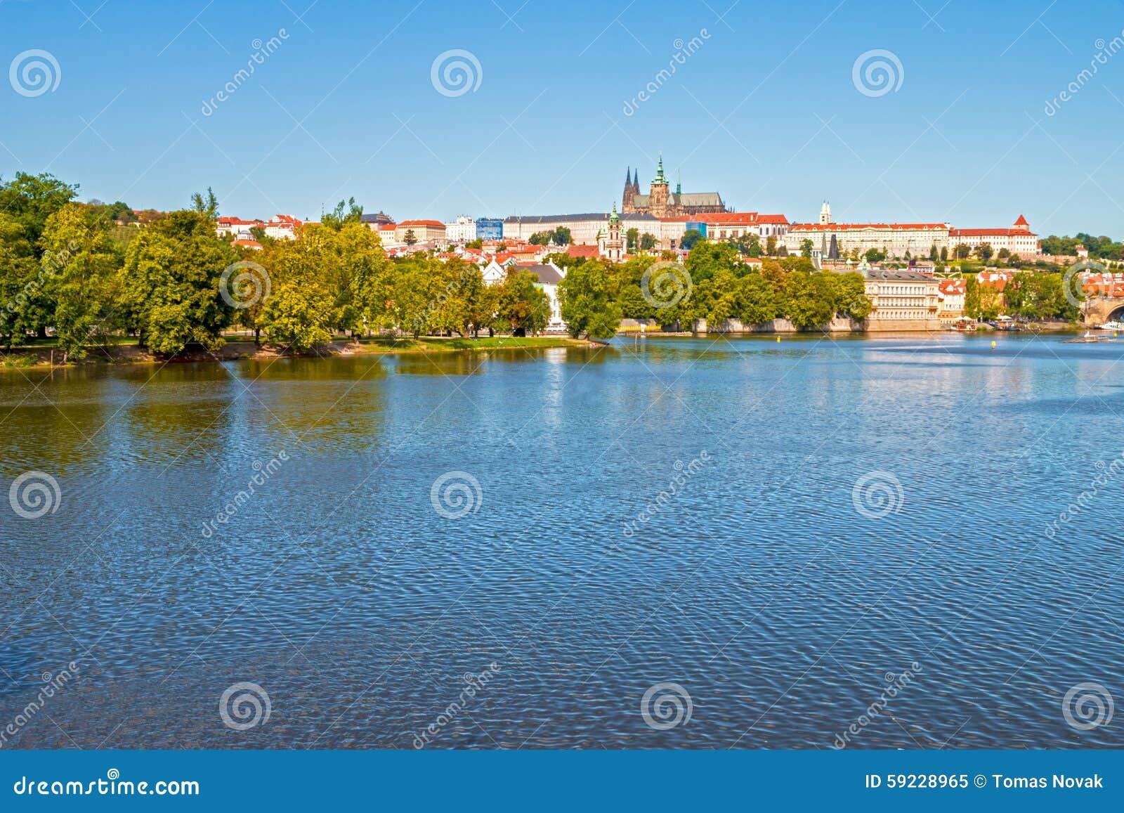 Download Castillo De Praga Y Puente De Charles Imagen de archivo - Imagen de colina, destinaciones: 59228965