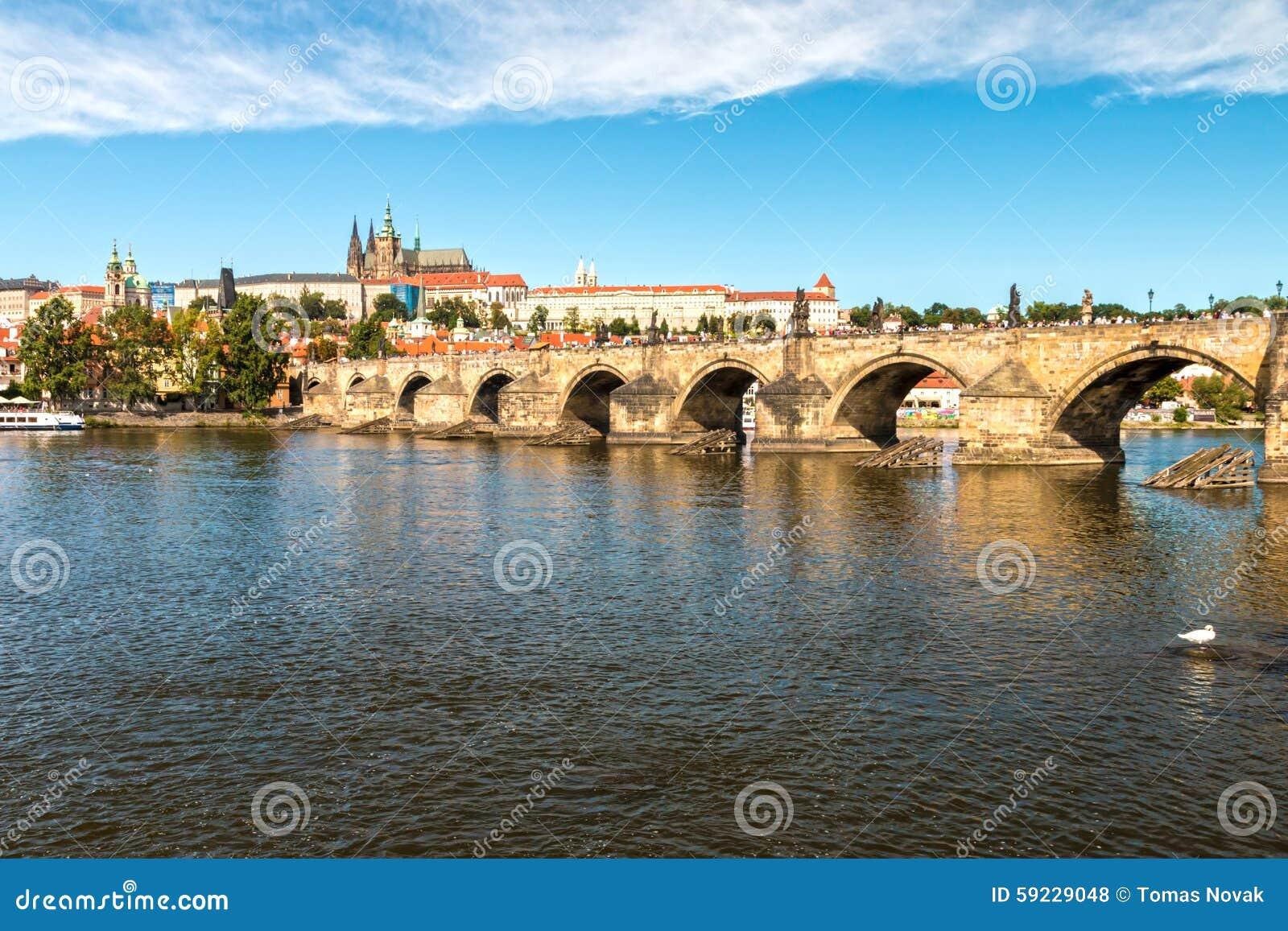 Download Castillo De Praga Y Puente De Charles Foto de archivo - Imagen de paisaje, castillo: 59229048