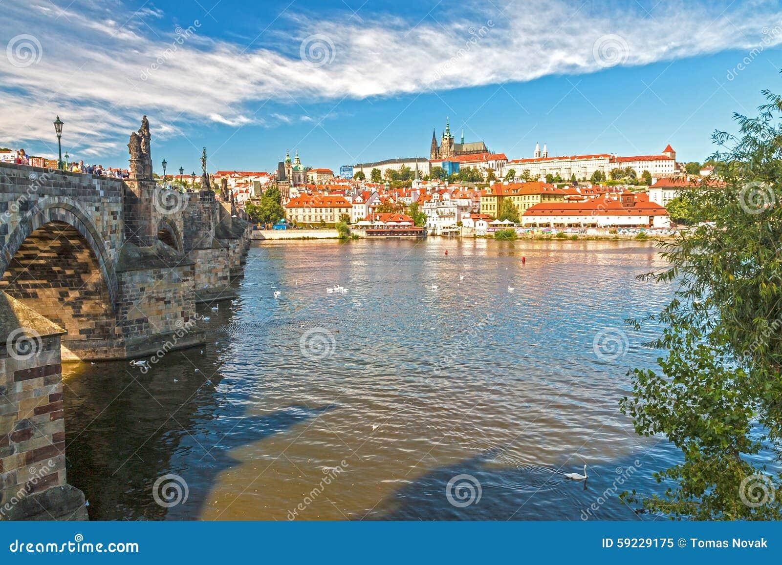 Download Castillo De Praga Y Puente De Charles Imagen de archivo - Imagen de edificio, misterio: 59229175