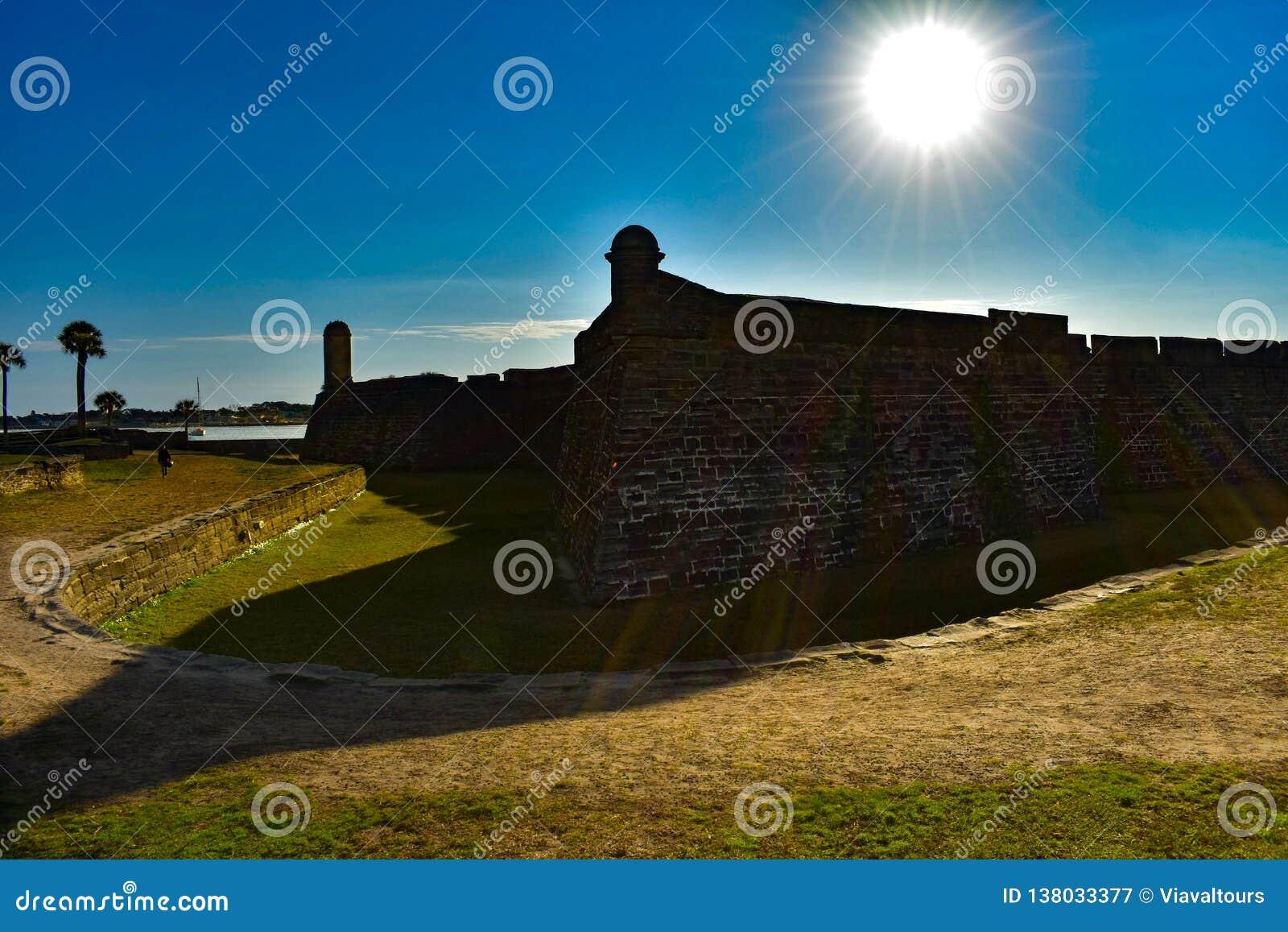 Castillo DE San Marcos op mooie zonsopgangachtergrond in Historische Kust 2 van Florida