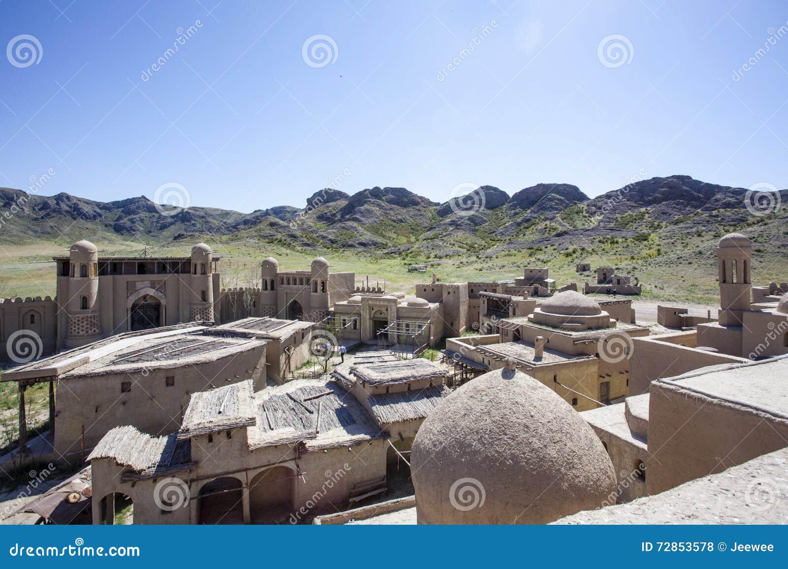 Castillo del estudio cinematográfico en Tas de Tamgaly - Kazajistán - Asia Central