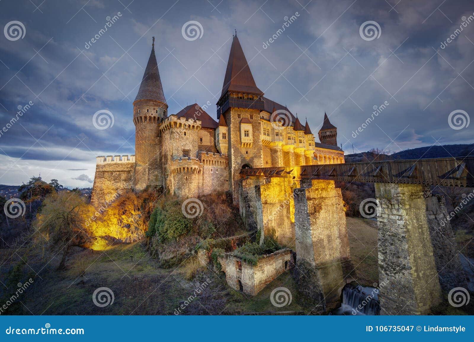 Castillo del ` s Hunyadi de Corvin en Hunedoara, Rumania