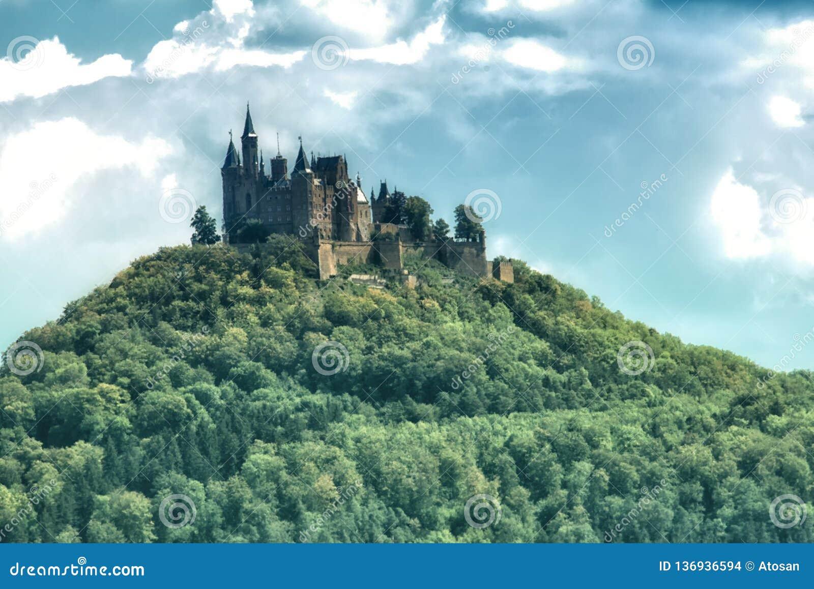 Castillo En El Bosque Negro Alemania De Hohenzollern Foto De Archivo Imagen De Europeo Cielo 136936594