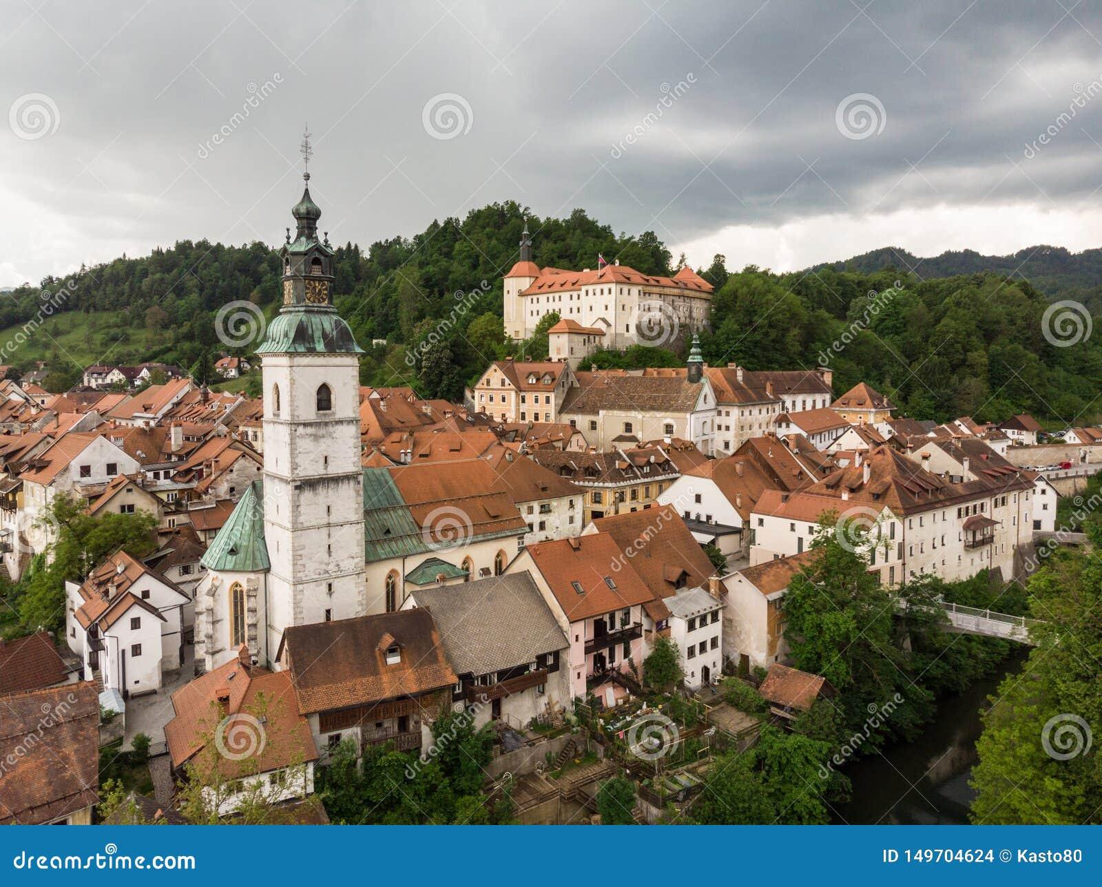 Castillo medieval en la ciudad vieja de Skofja Loka, Eslovenia