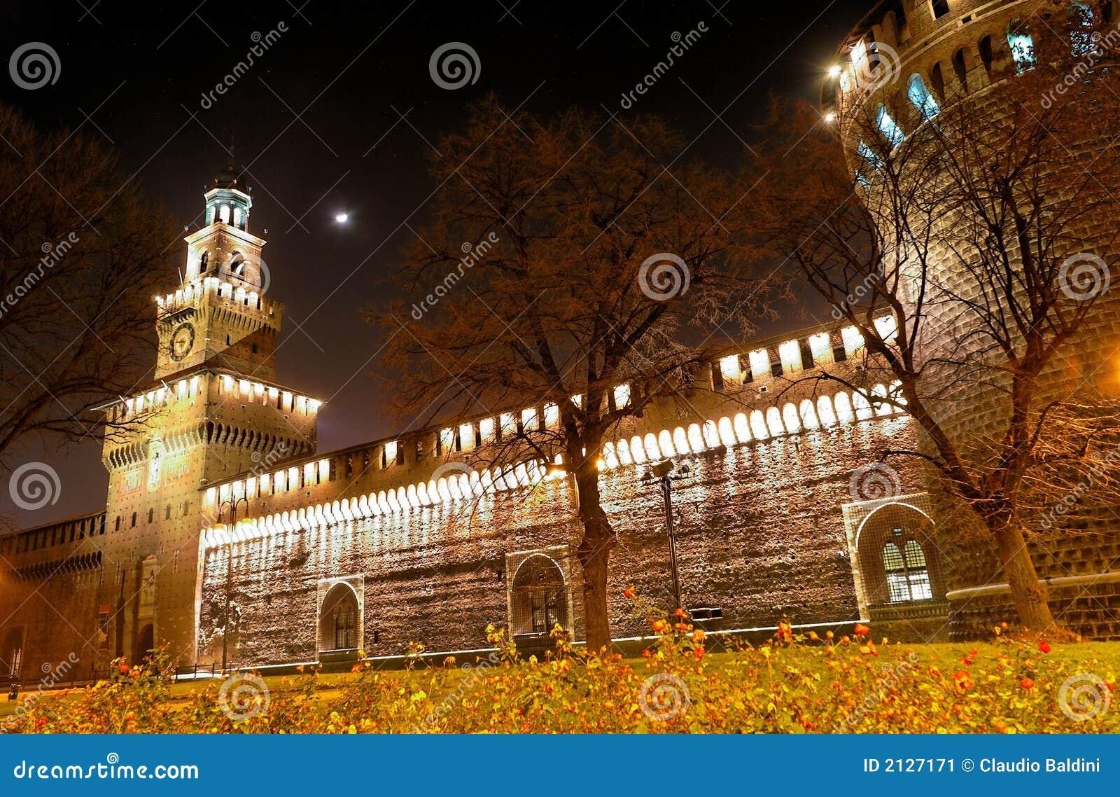 Castillo medieval en la noche (11)