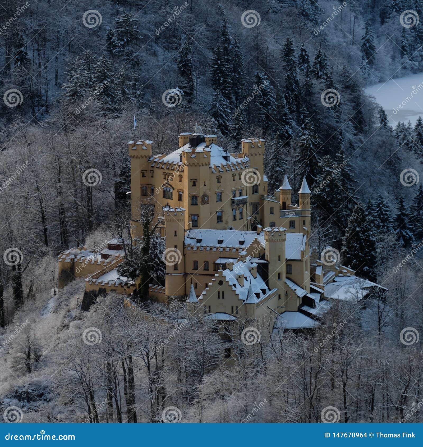 Castillo Nevado Hohenschwangau durante invierno