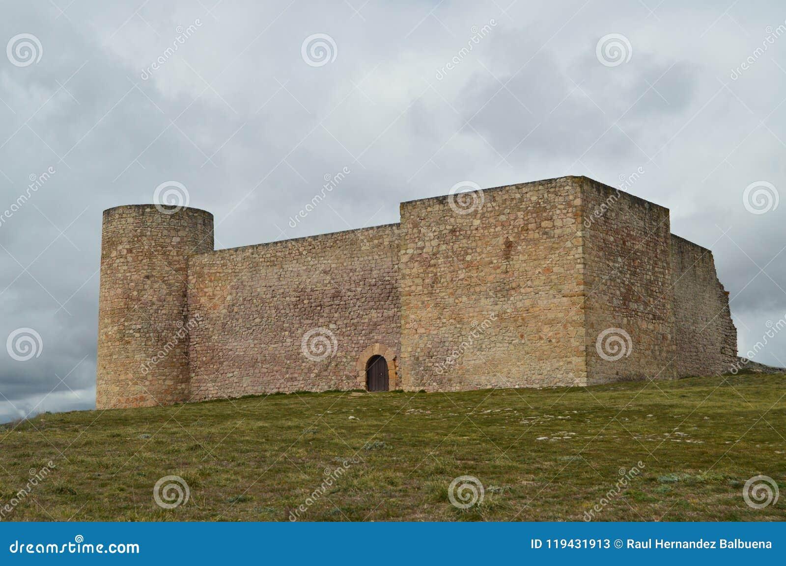 Castillo reconstruido del siglo I preservado perfectamente en el pueblo de Medinaceli Arquitectura, historia, viaje