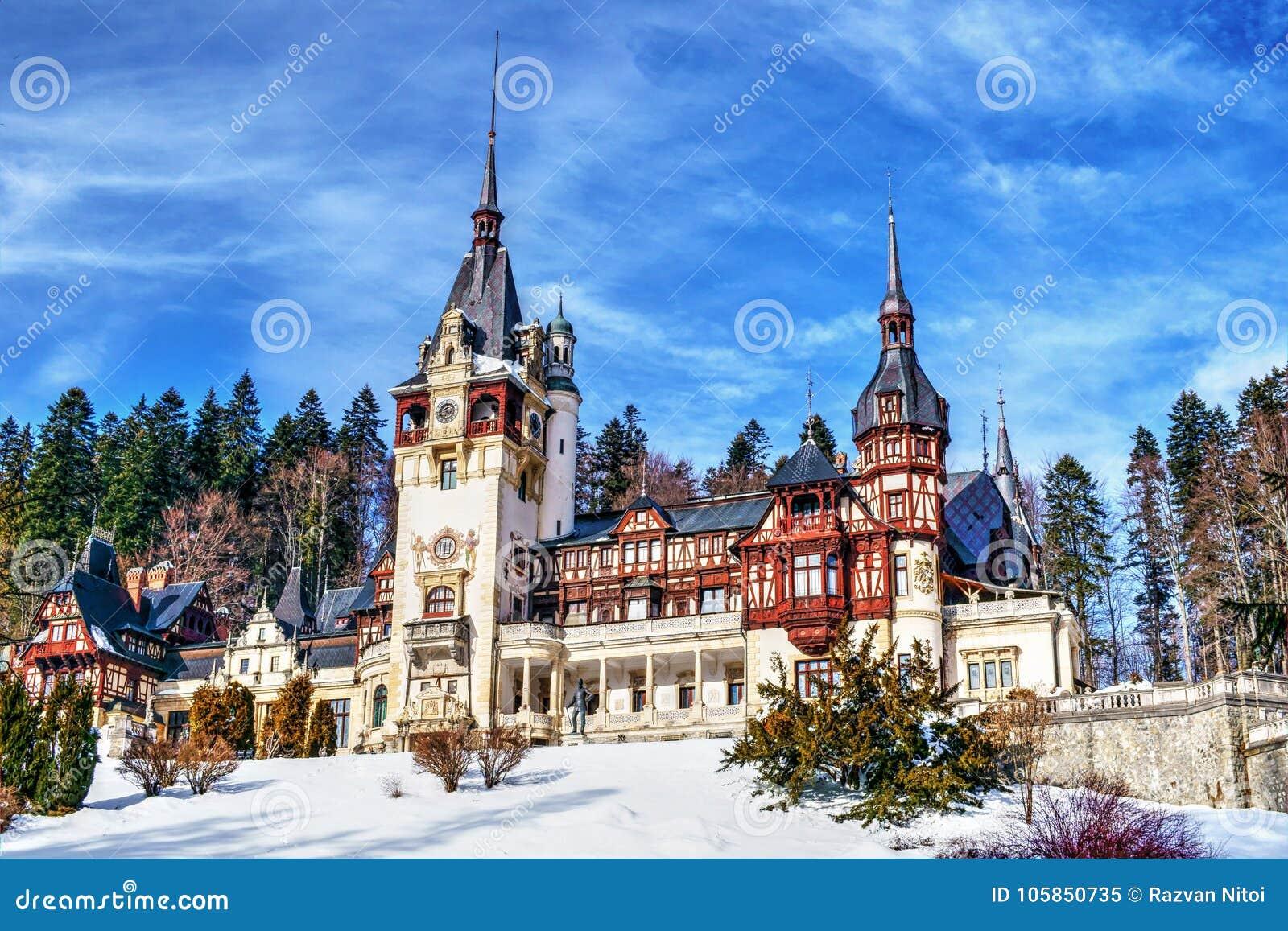 Castillo Rumania de Peles en un día de invierno claro