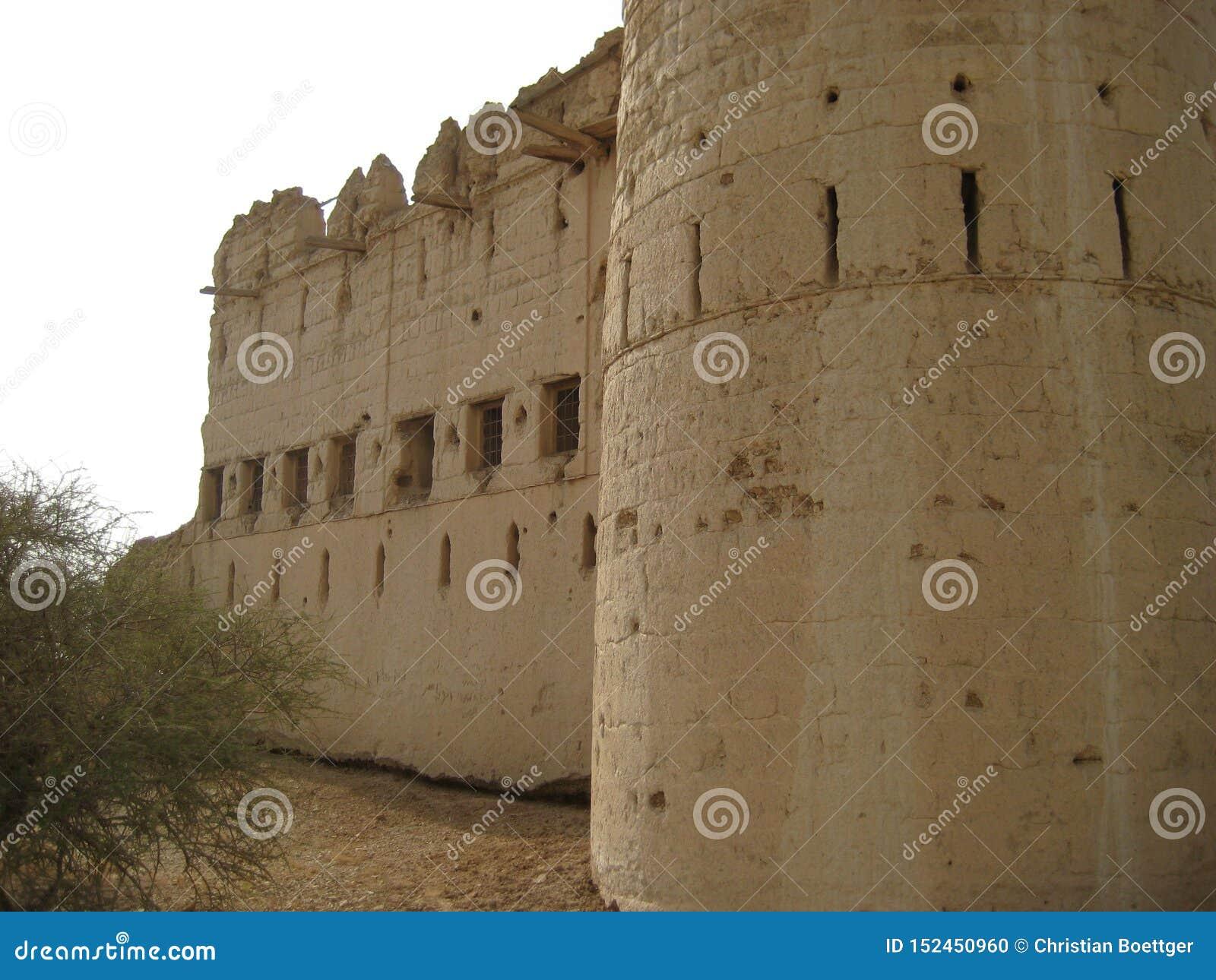 Castillo viejo en el sultanato de Omán