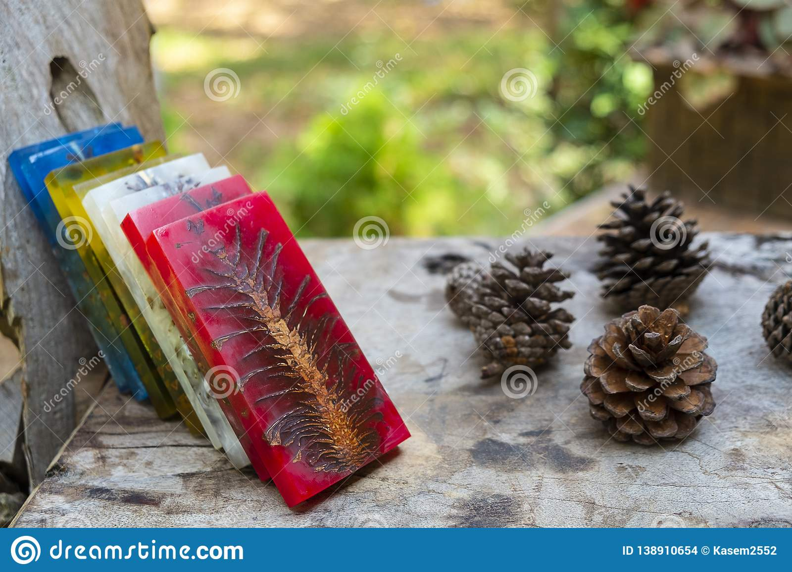 Casting Epoxy Resin Stabilizing Pine Cone Color Full