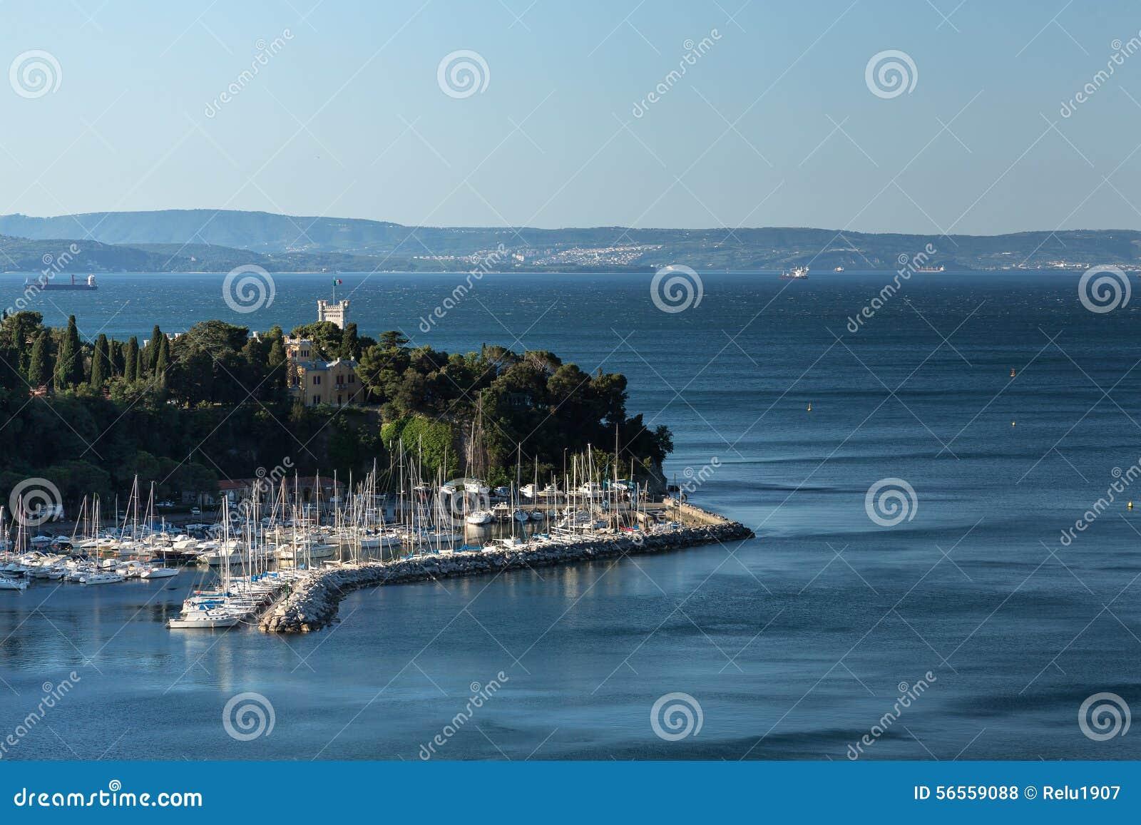 Download Castle στην αδριατική θάλασσα Στοκ Εικόνες - εικόνα από παράκτιος, βουνό: 56559088