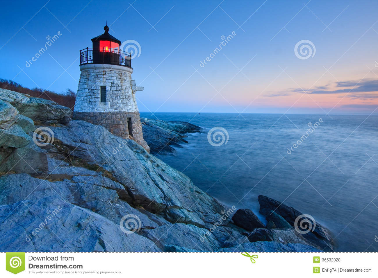 Castle Hill Lighthouse at dusk