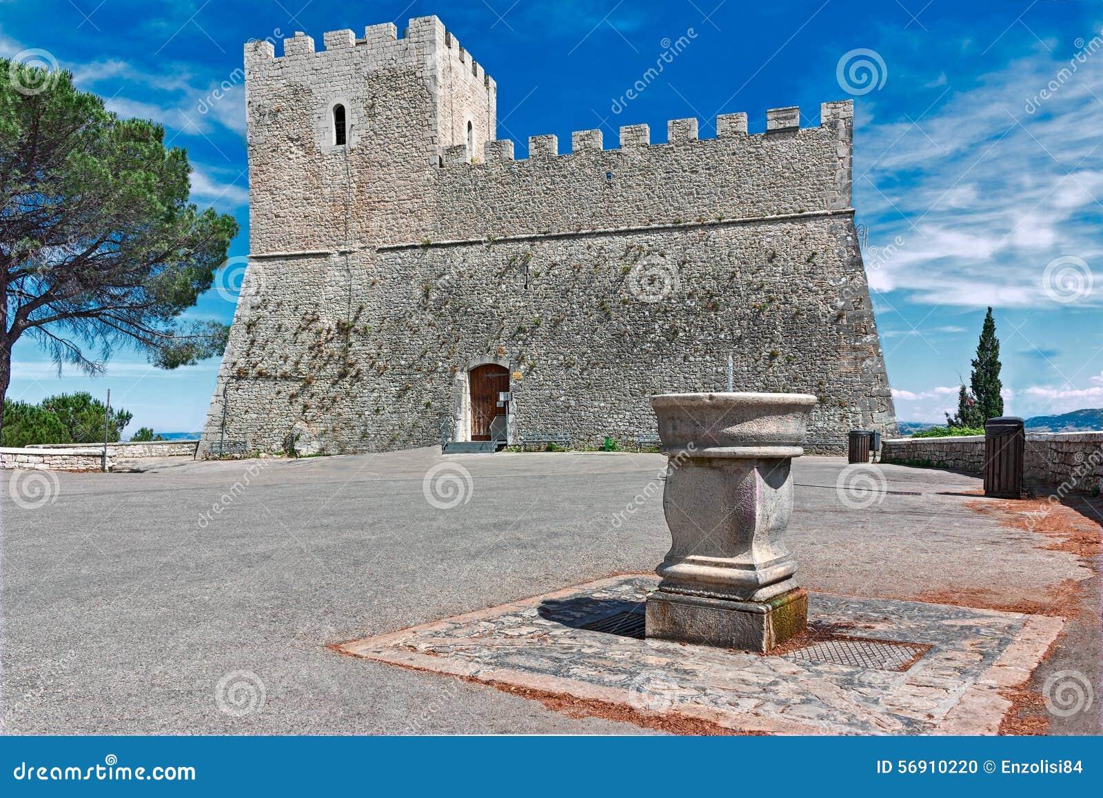 Castle Monforte στο Καμπομπάσσο