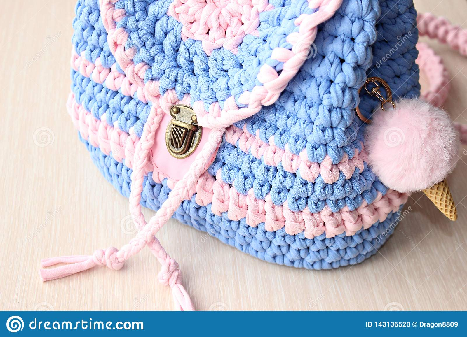 Casual knitted backpack in delicate colors.