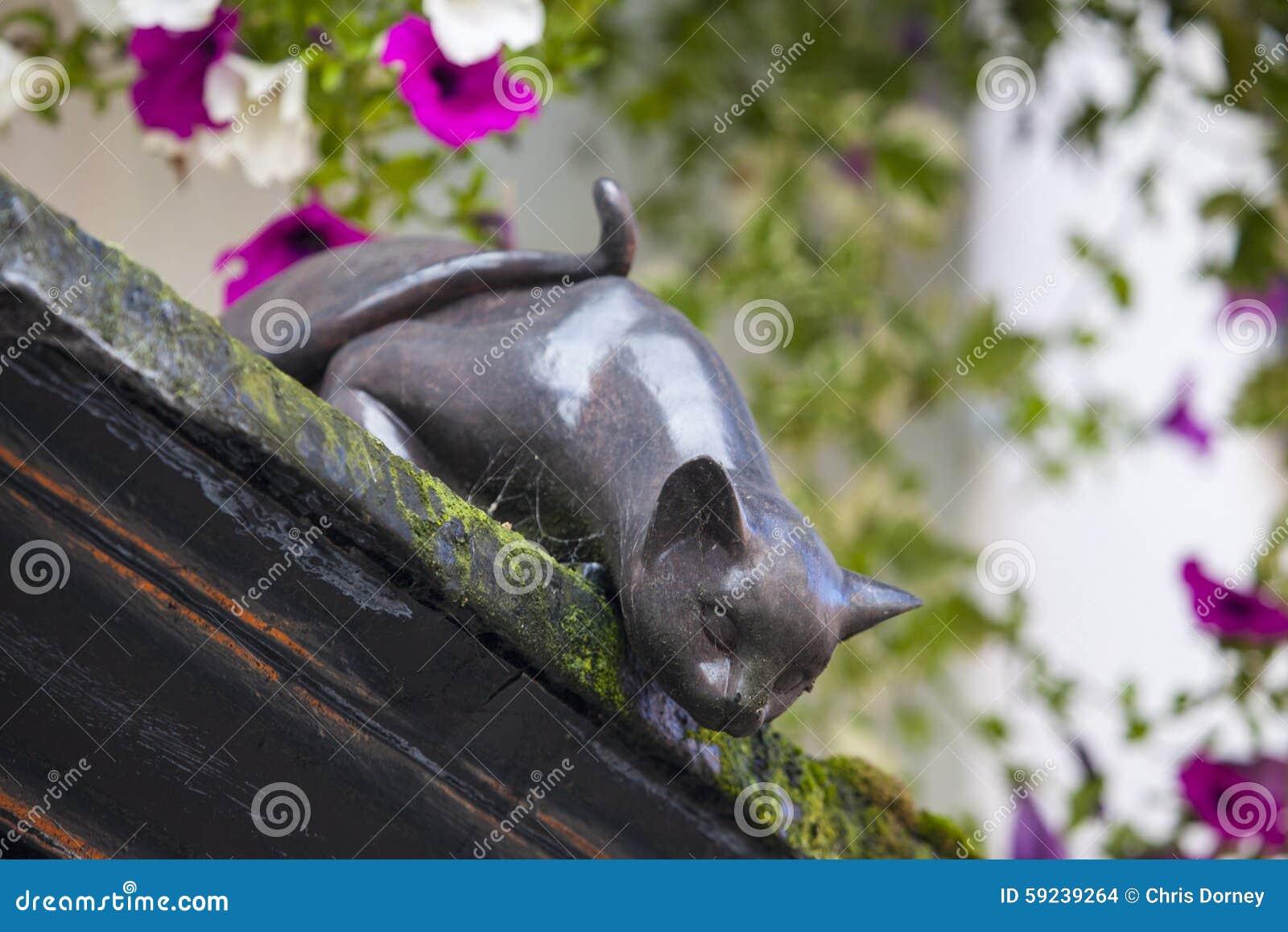 Cat Statue en York