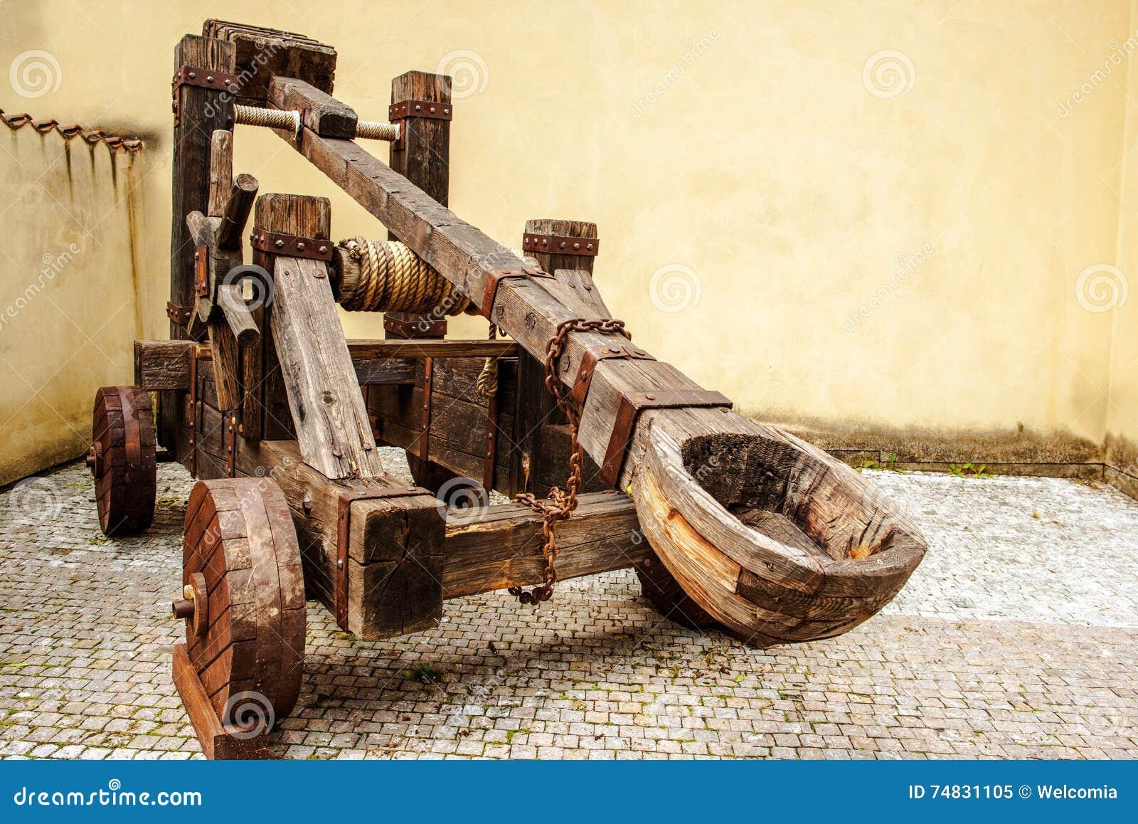Catapulte médiévale en bois