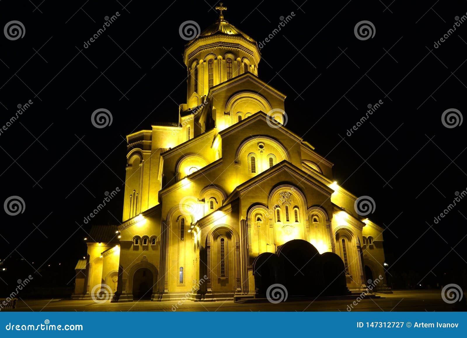 A catedral da trindade santamente de Tbilisi Cminda Samebis
