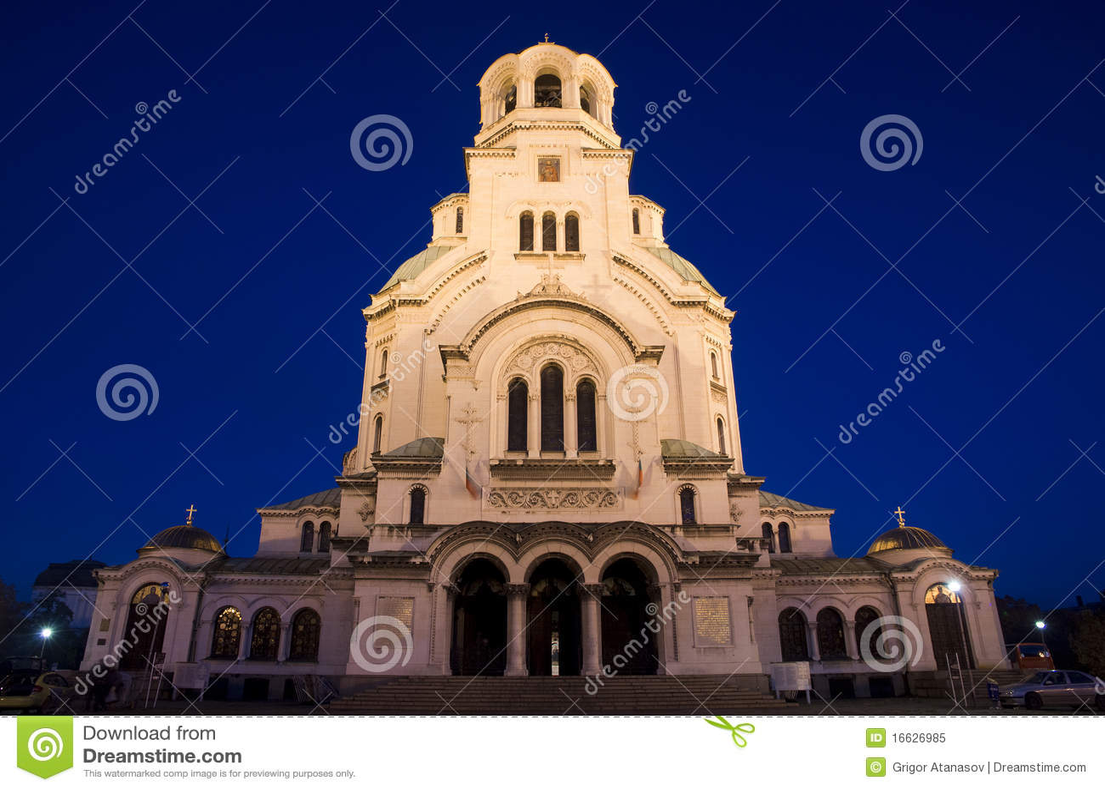 Catedral de Alexander Nevsky en la noche