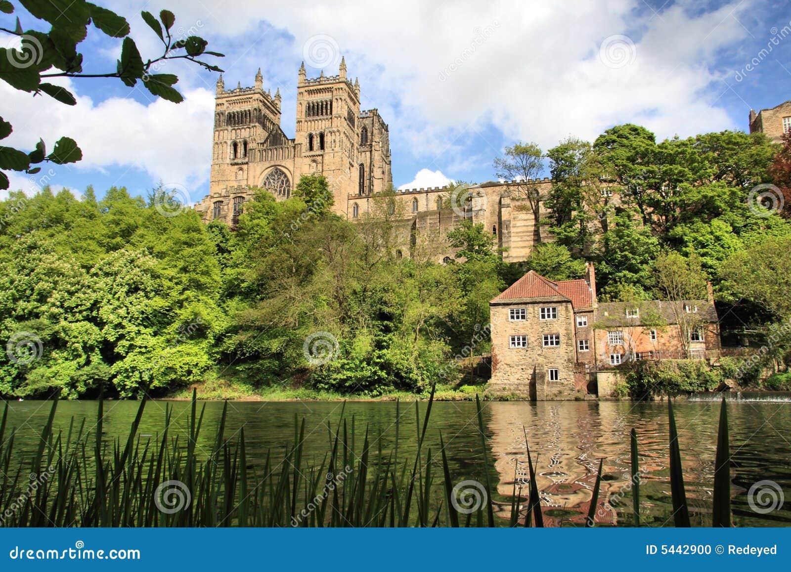 Catedral de Durham en el río