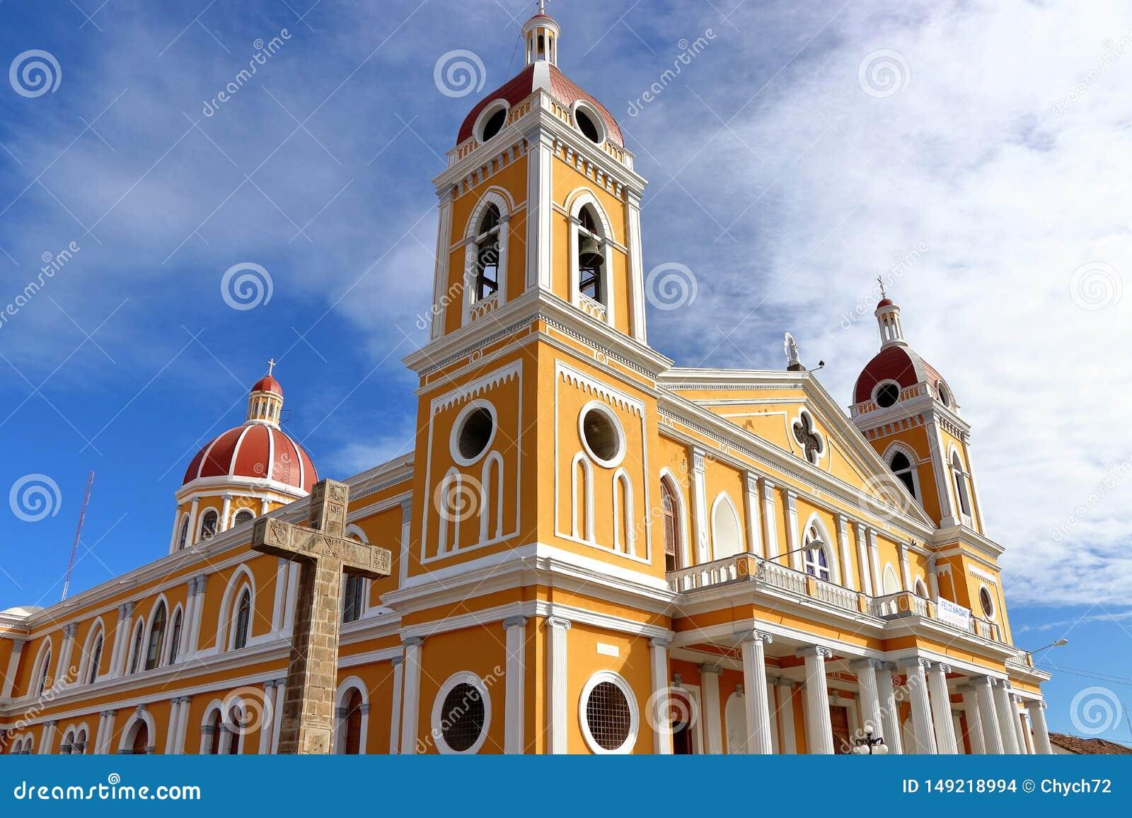 Catedral de Granada en el contexto del cielo azul, Nicaragua