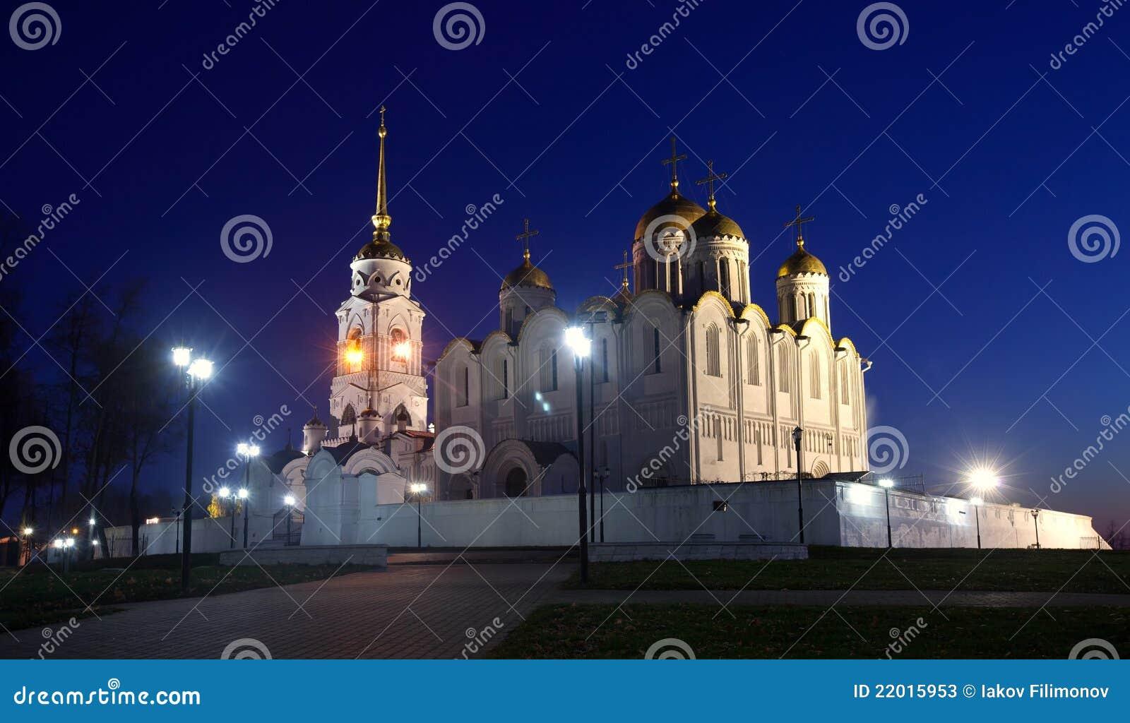 Catedral de la asunción en Vladimir en noche
