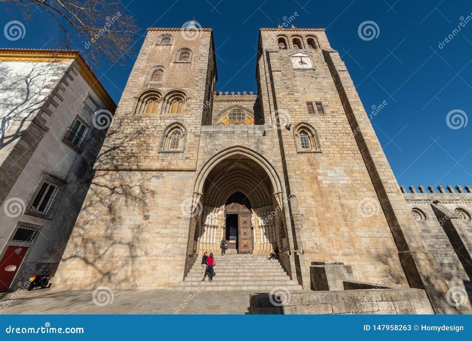 Catedral dedicada a la Virgen María en Evora