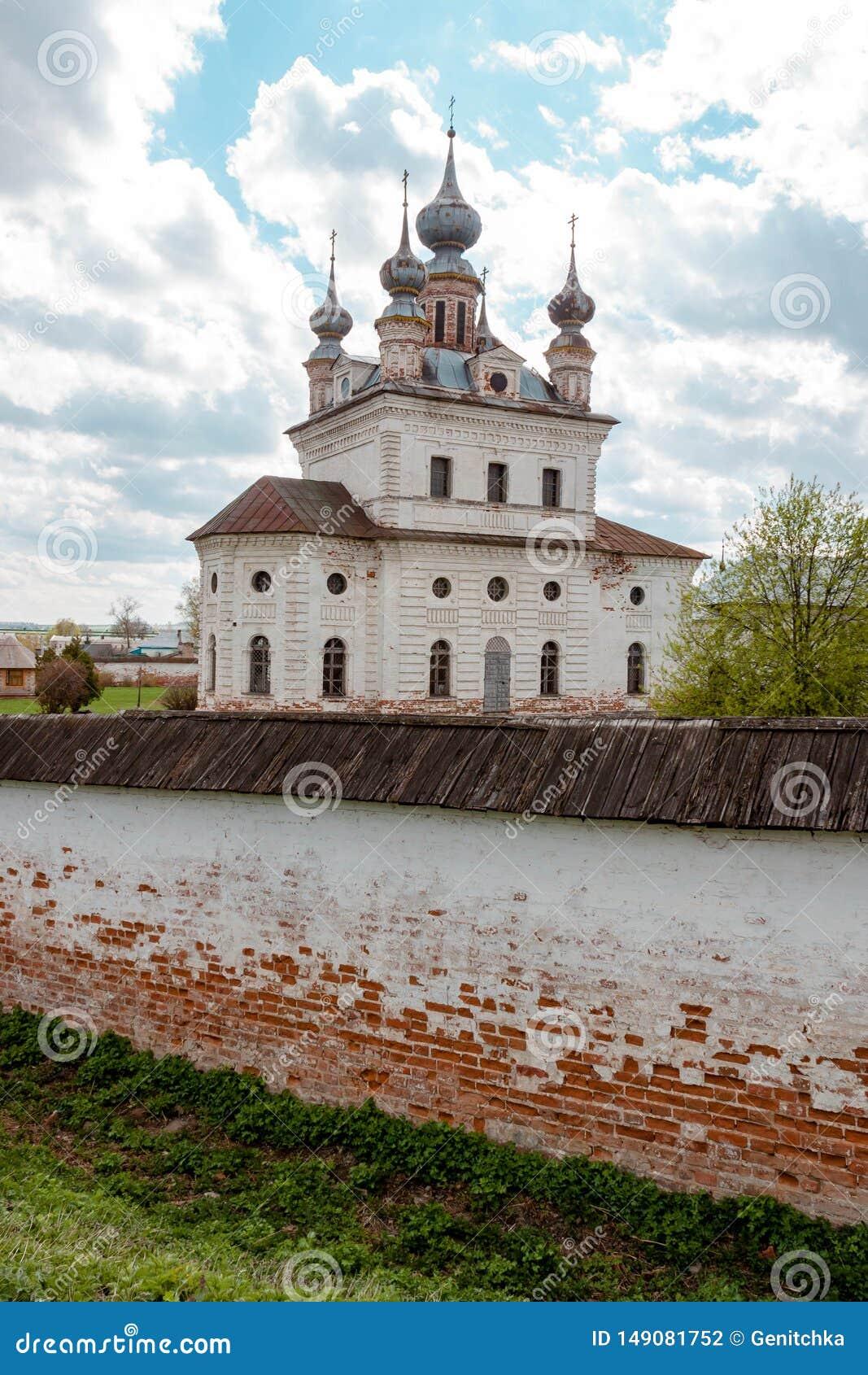 Catedral del monasterio de Michael Archangel en Yuryev-Polsky, Vladimir Region, Rusia