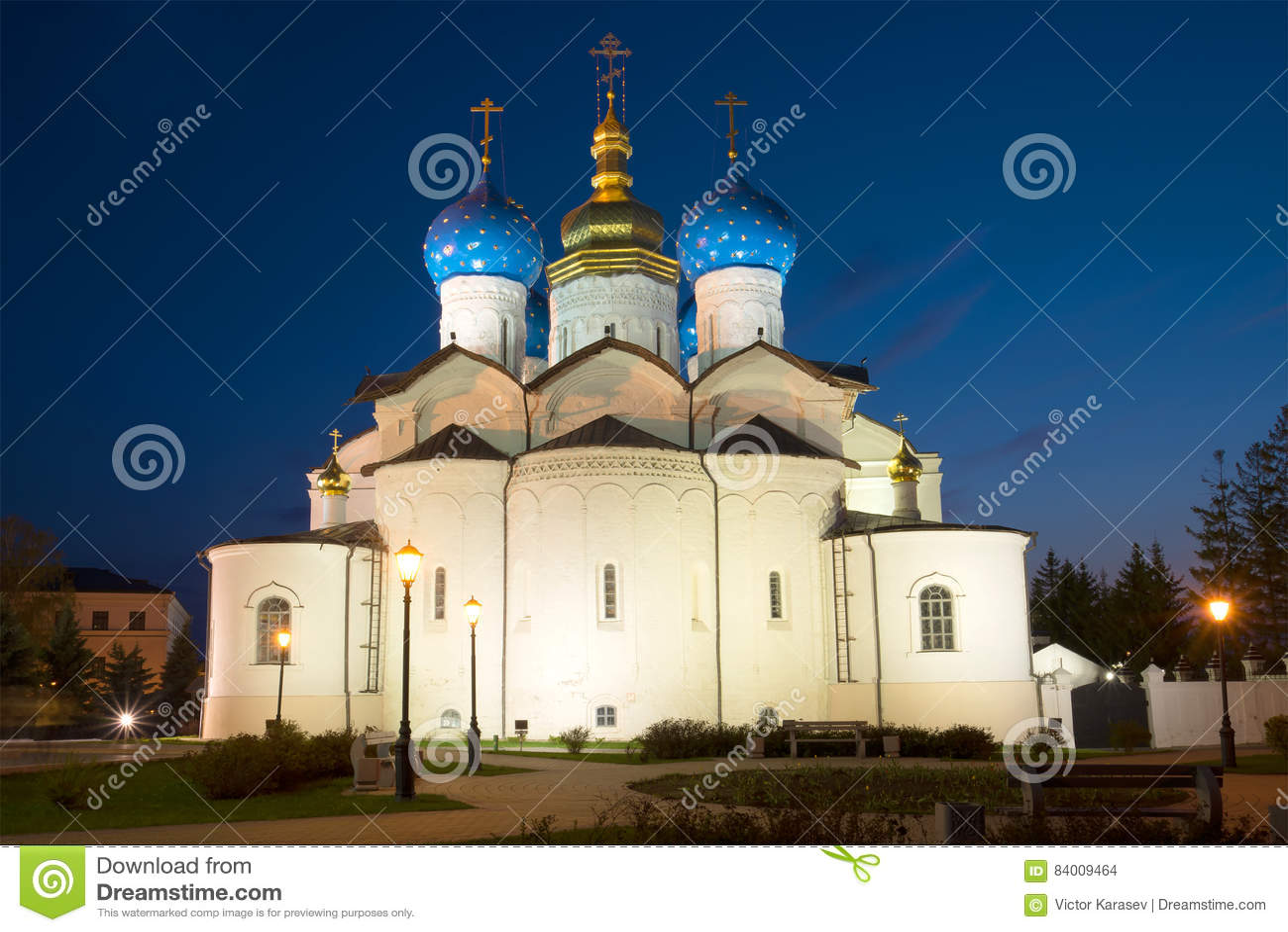 A catedral do aviso no Kremlin de Kazan pode sobre noite kazan