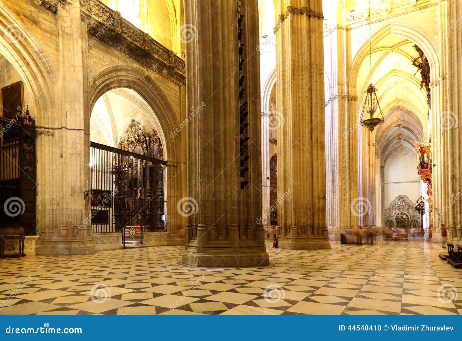 Catedral interior de Sevilha -- Catedral de St Mary da vista, a Andaluzia, Espanha