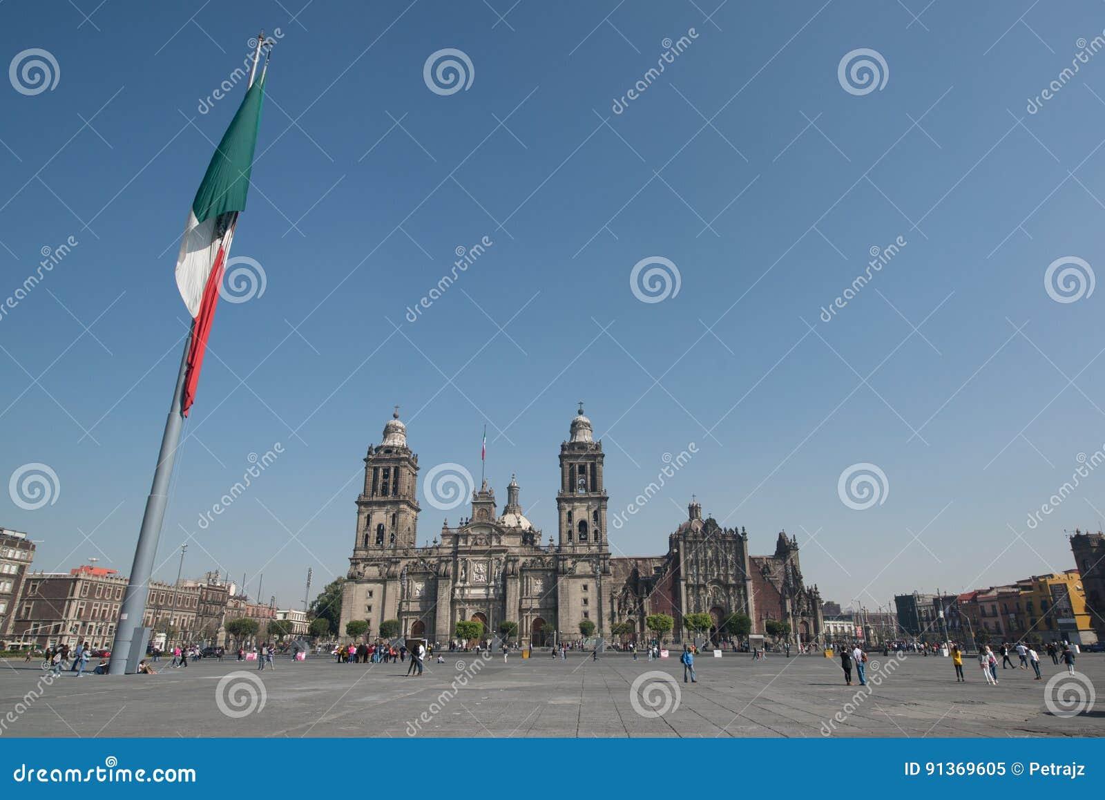 Catedral metropolitana de la ciudad de México en el cuadrado de Zocalo