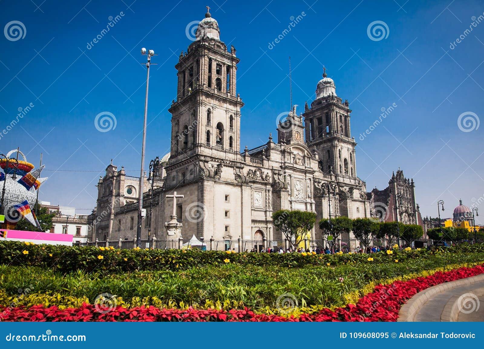Catedral metropolitana exterior en Ciudad de México
