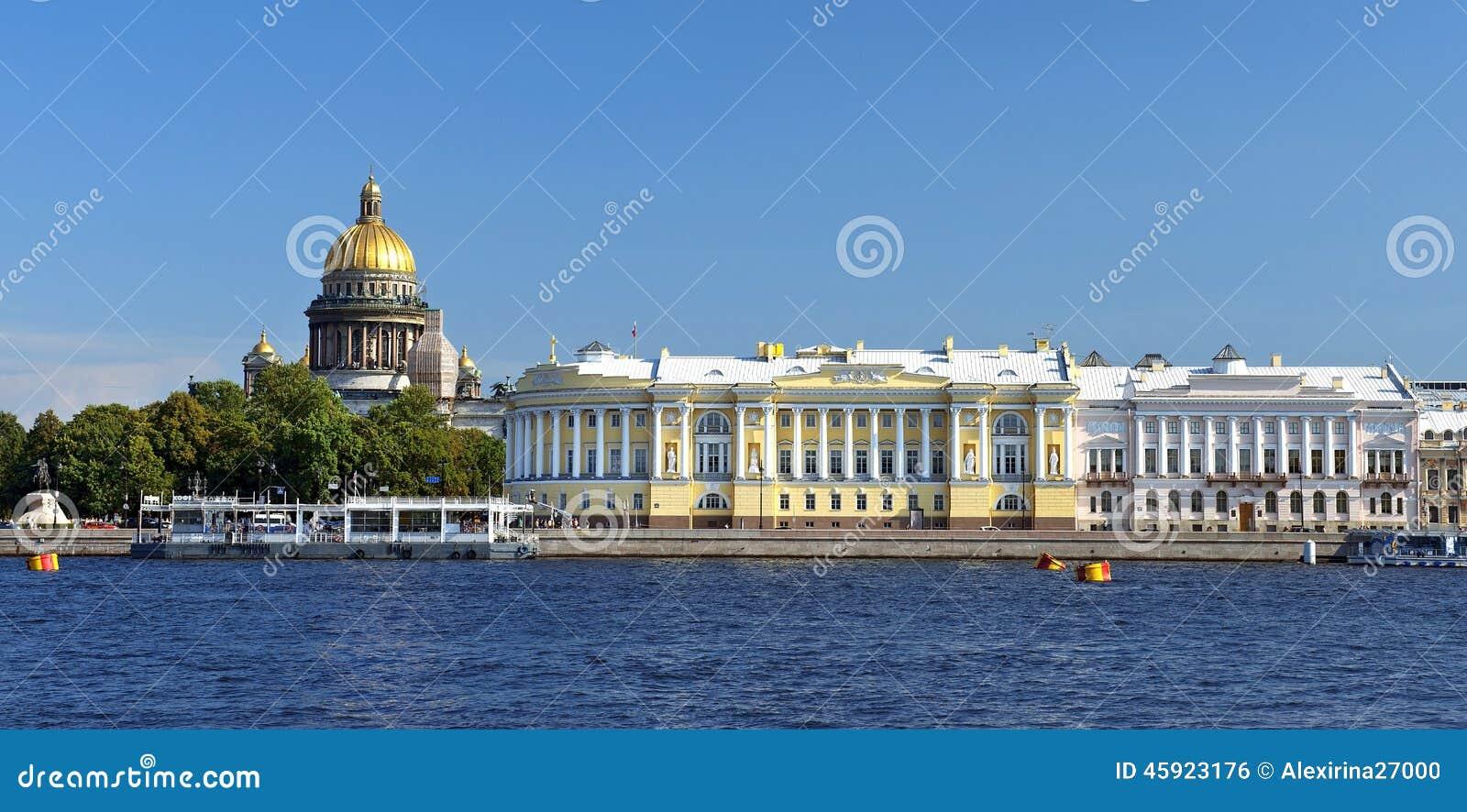 Catedral y el edificio del senado y del sínodo, St Petersburg del St Isaac