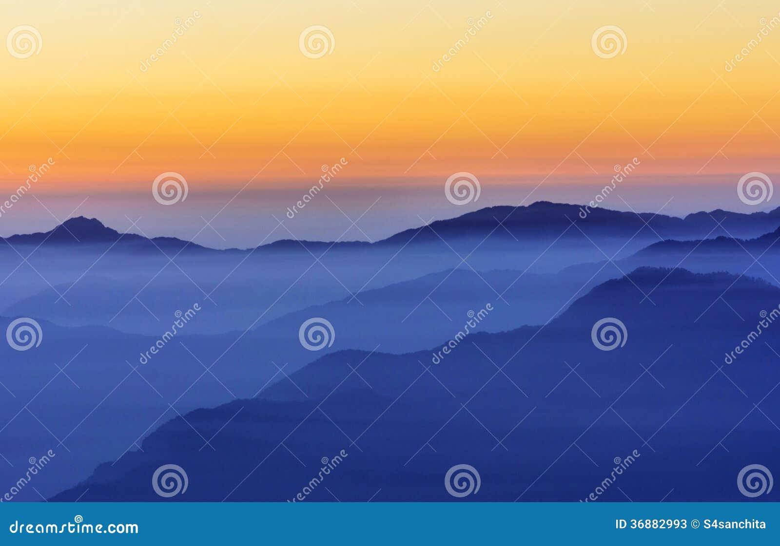 Download Catena di montagna immagine stock. Immagine di himalaya - 36882993