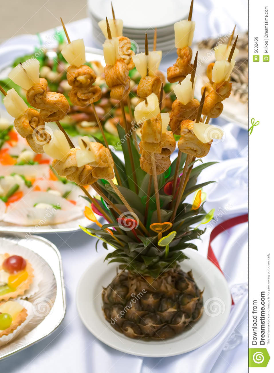 Ananas Buffet catering buffet style - pineapple stock image - image of chicken