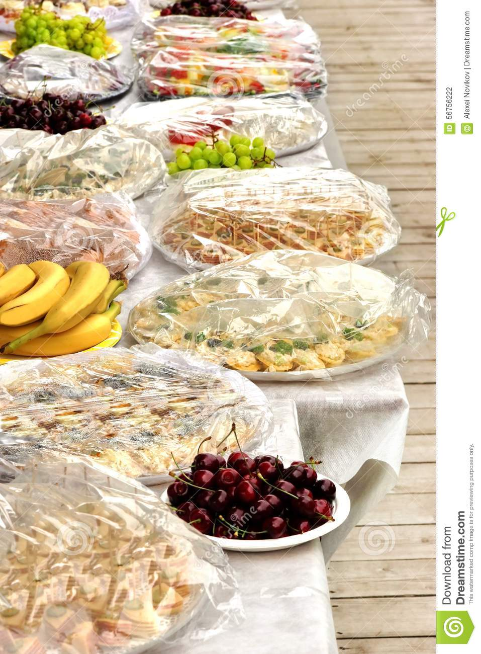 Image gallery outdoor party food for Meal outdoors