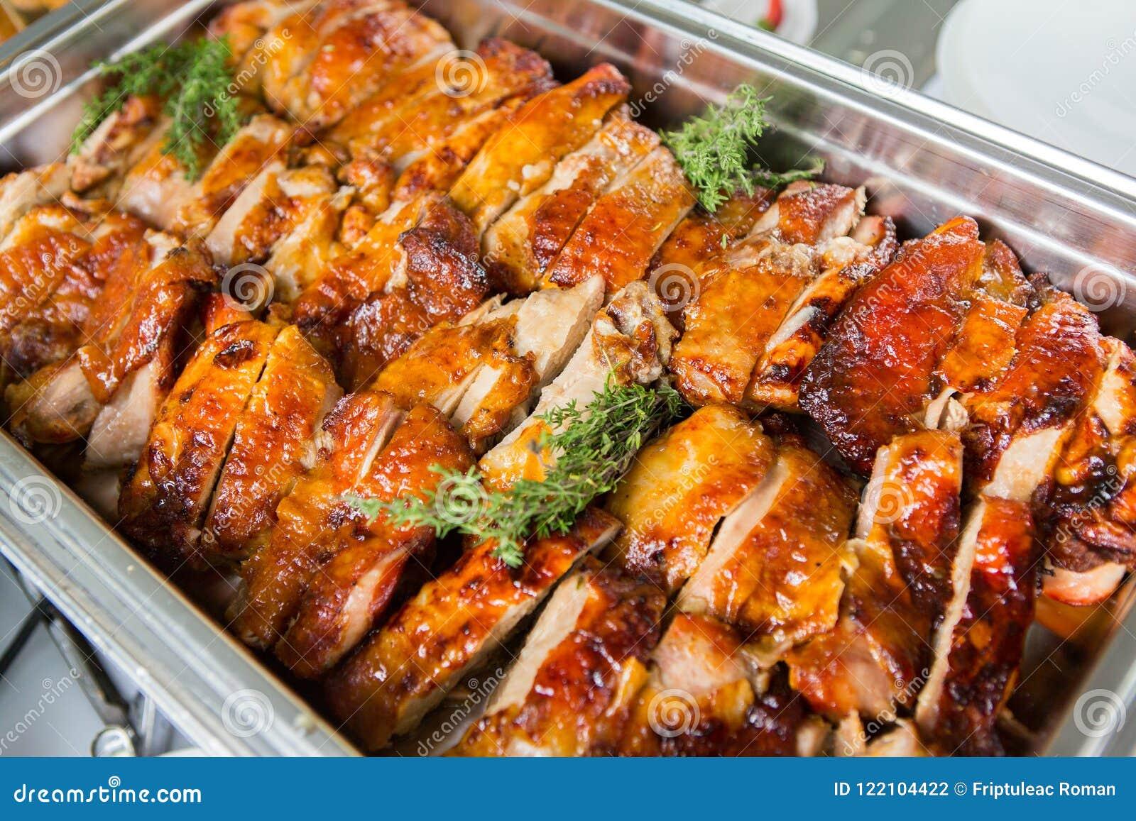 Cateringu wydarzenia Karmowy Ślubny stół Bufet linia w ślubie Wyśmienicie zakąski zakończenie