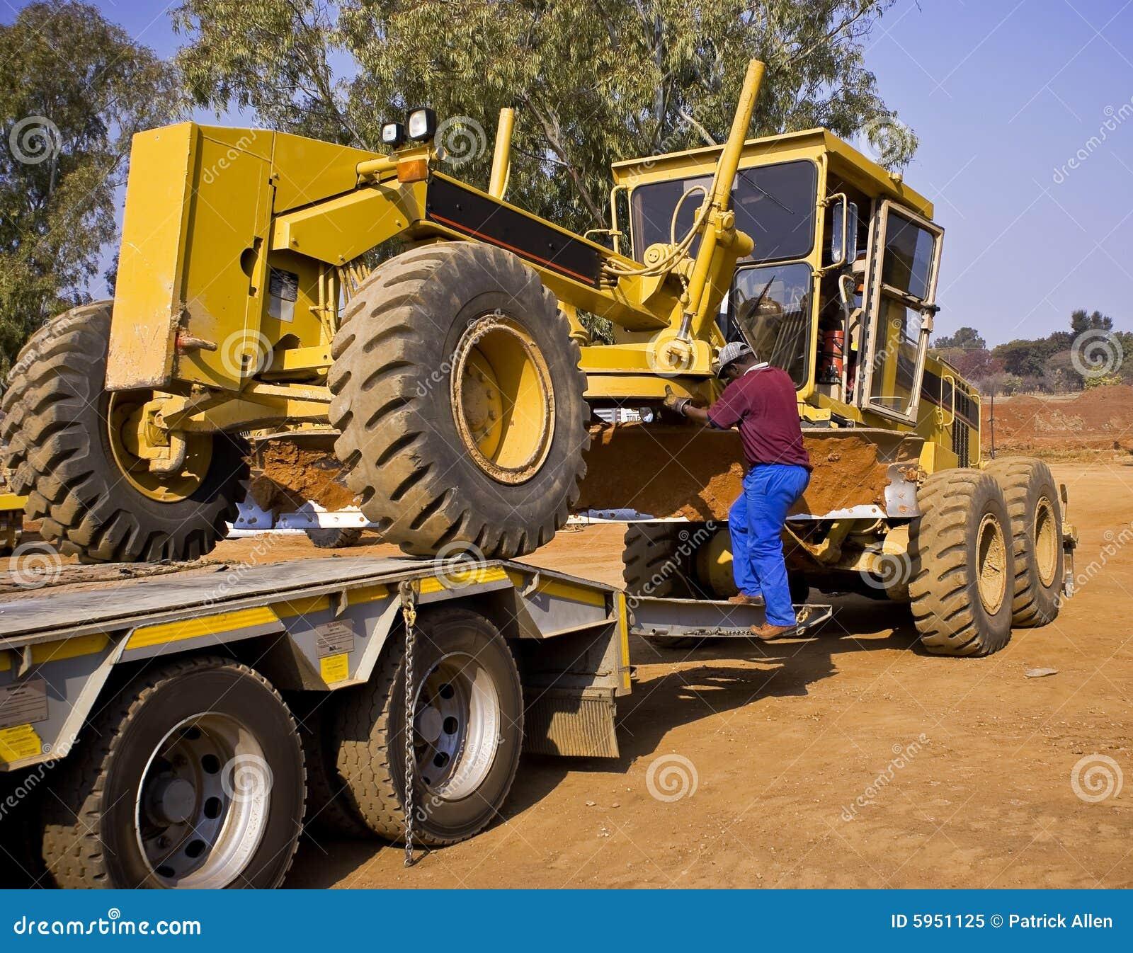 Caterpillar 140H Transporter