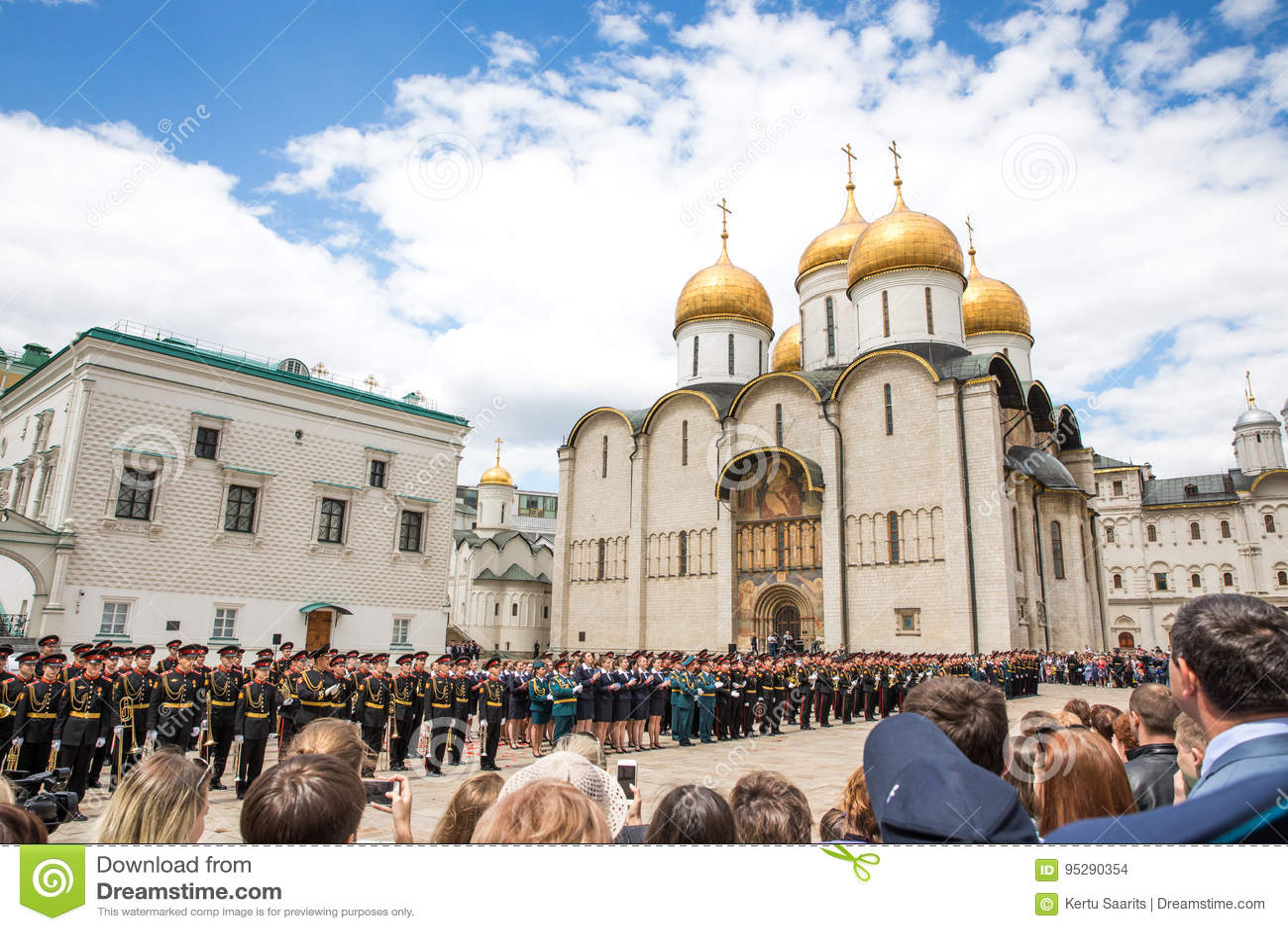 Cathédrale de Dormition dans Kremlin un jour ensoleillé