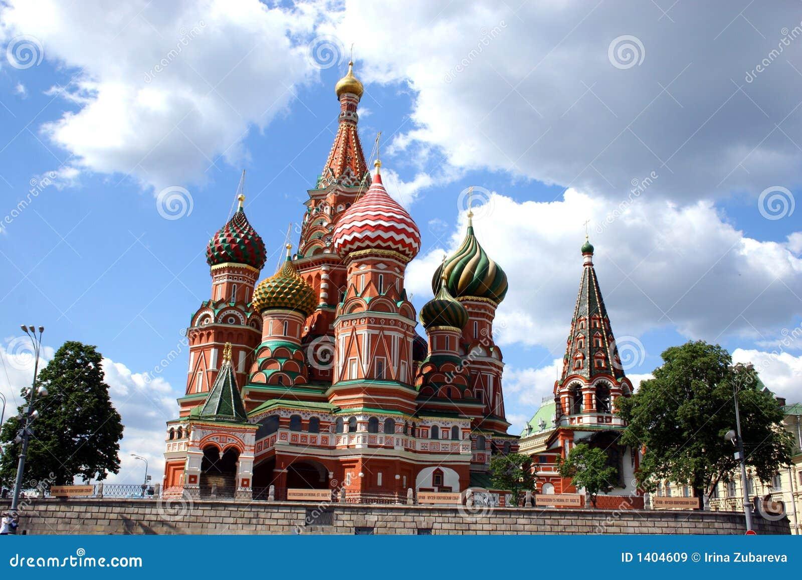 Cathédrale de Vasily Blazhennyj sur la zone rouge.