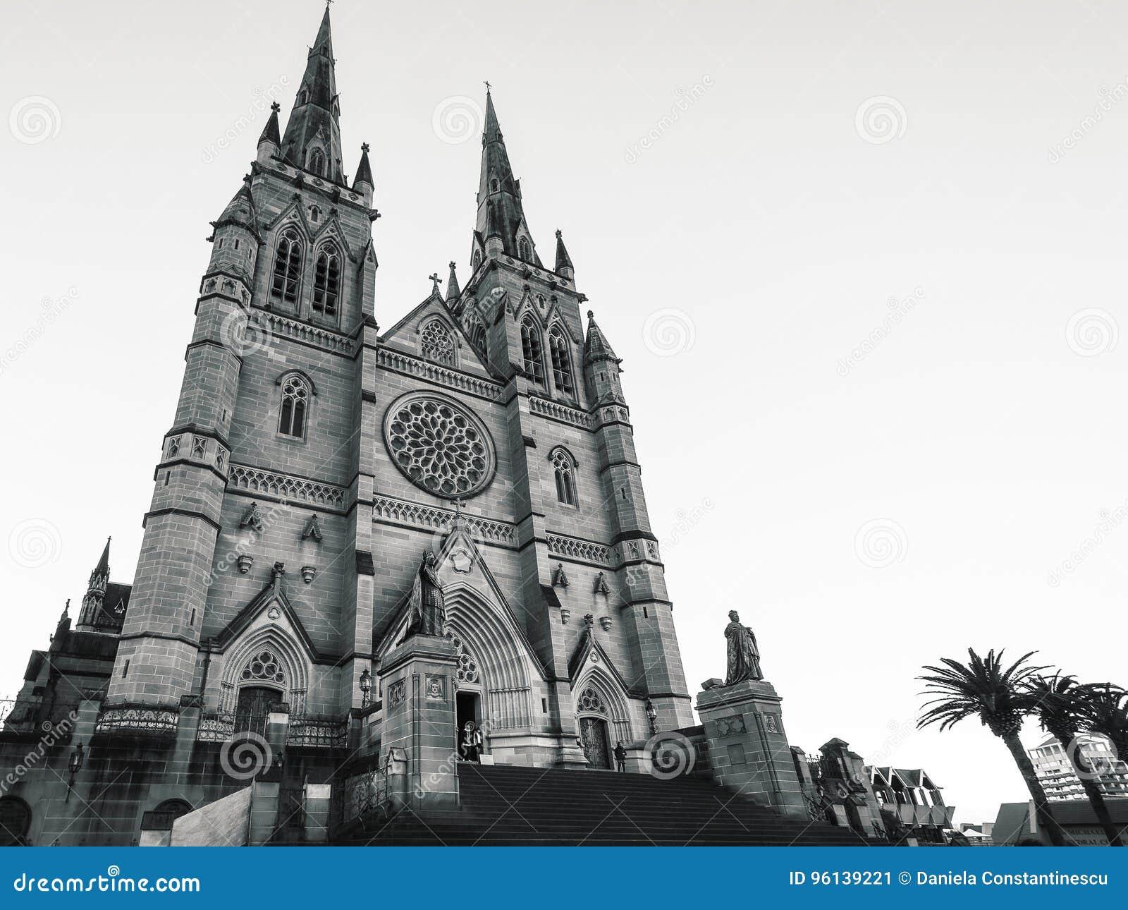 Cathédrale du ` s de St Mary à Sydney en noir et blanc