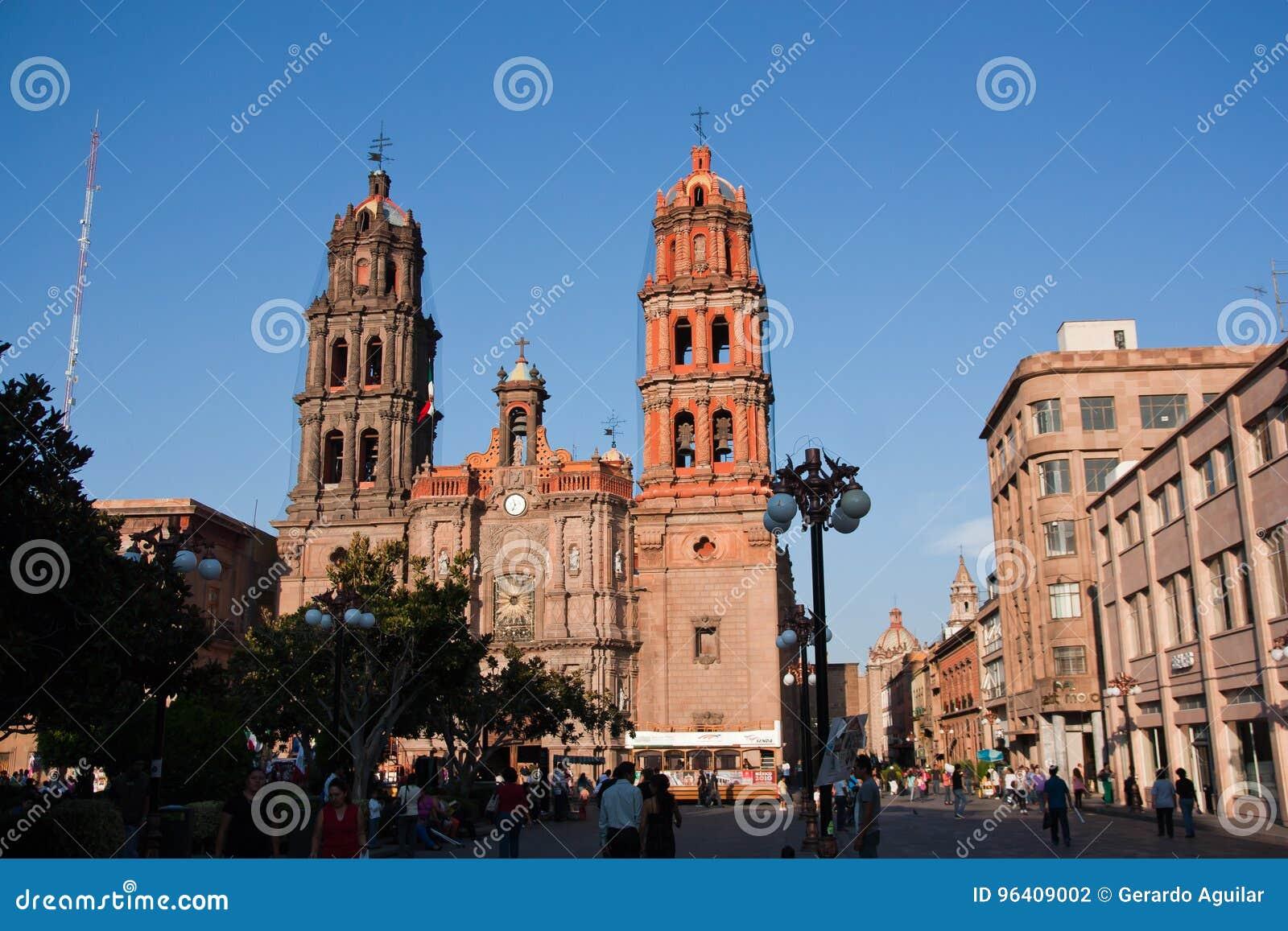 Cathédrale et rue en San Luis Potosi